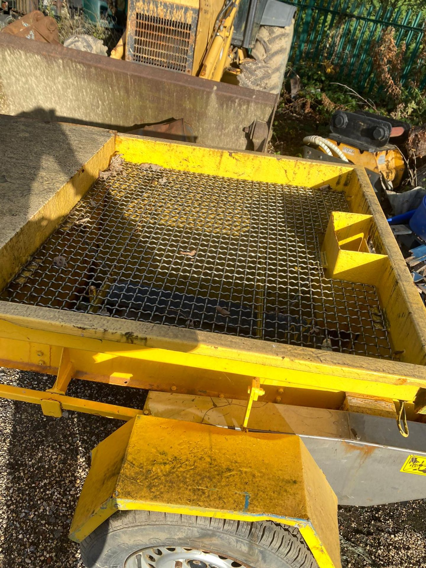 TOW BEHIND GRITTER IN WORKING ORDER *PLUS VAT* - Image 3 of 6