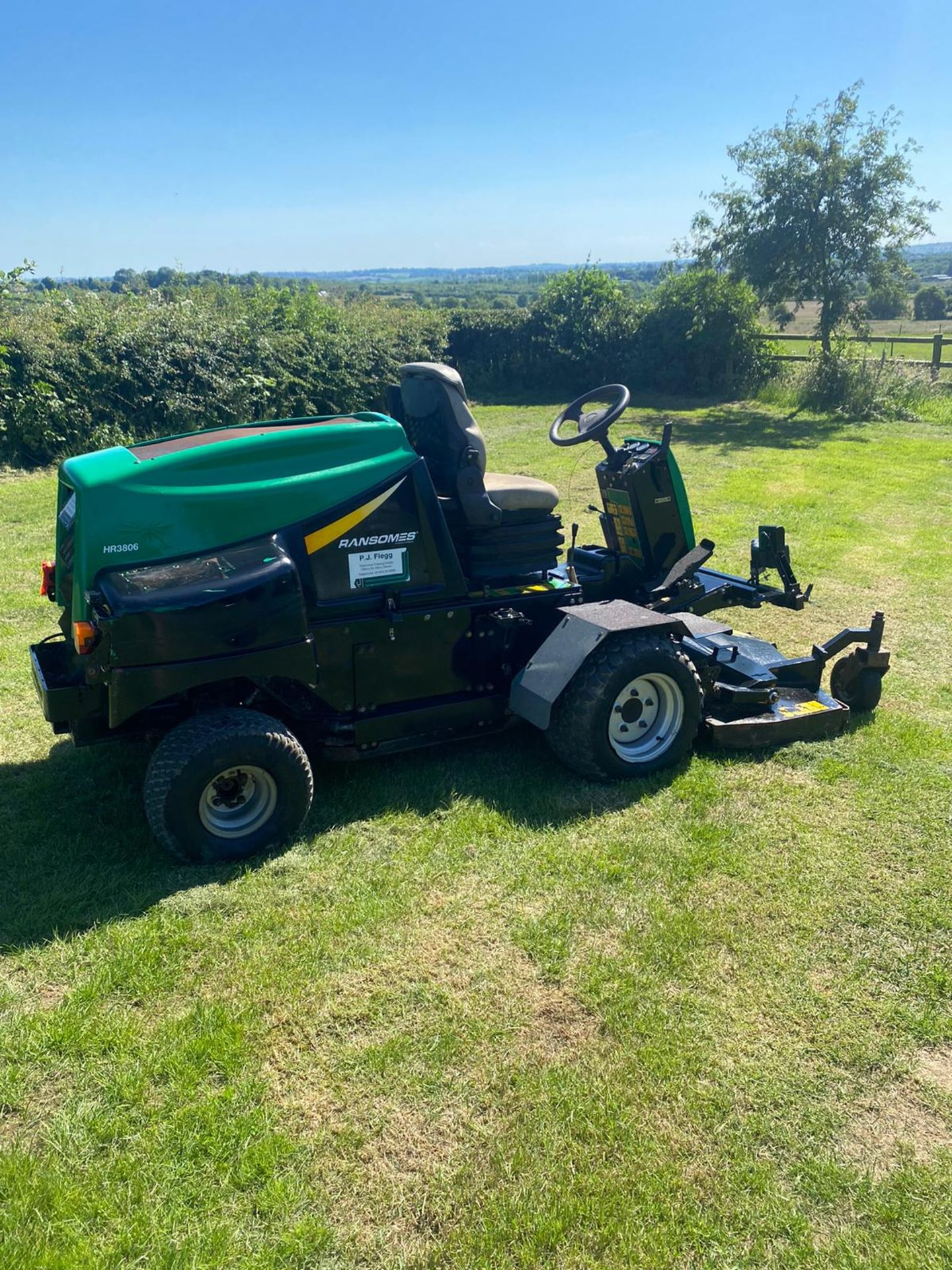 RANSOMES HR3806 OUT FRONT MOWER, RUNS, DRIVES AND CUTS, 38HP 3 CYLINDER KUBOTA ENGINE *PLUS VAT* - Image 4 of 6