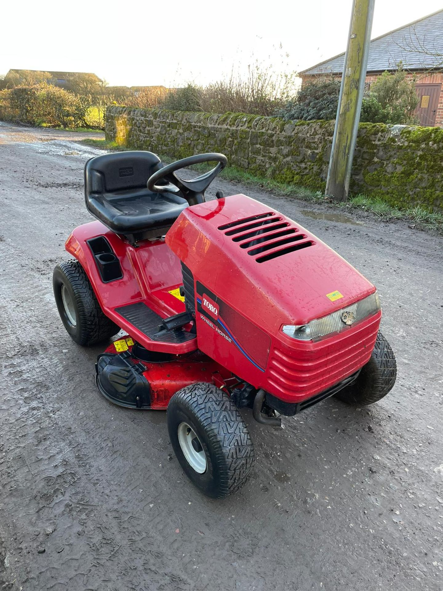 TORO 14-38 HXL RIDE ON MOWER, RUNS, DRIVES AND CUTS, CLEAN MACHINE *NO VAT* - Image 2 of 6