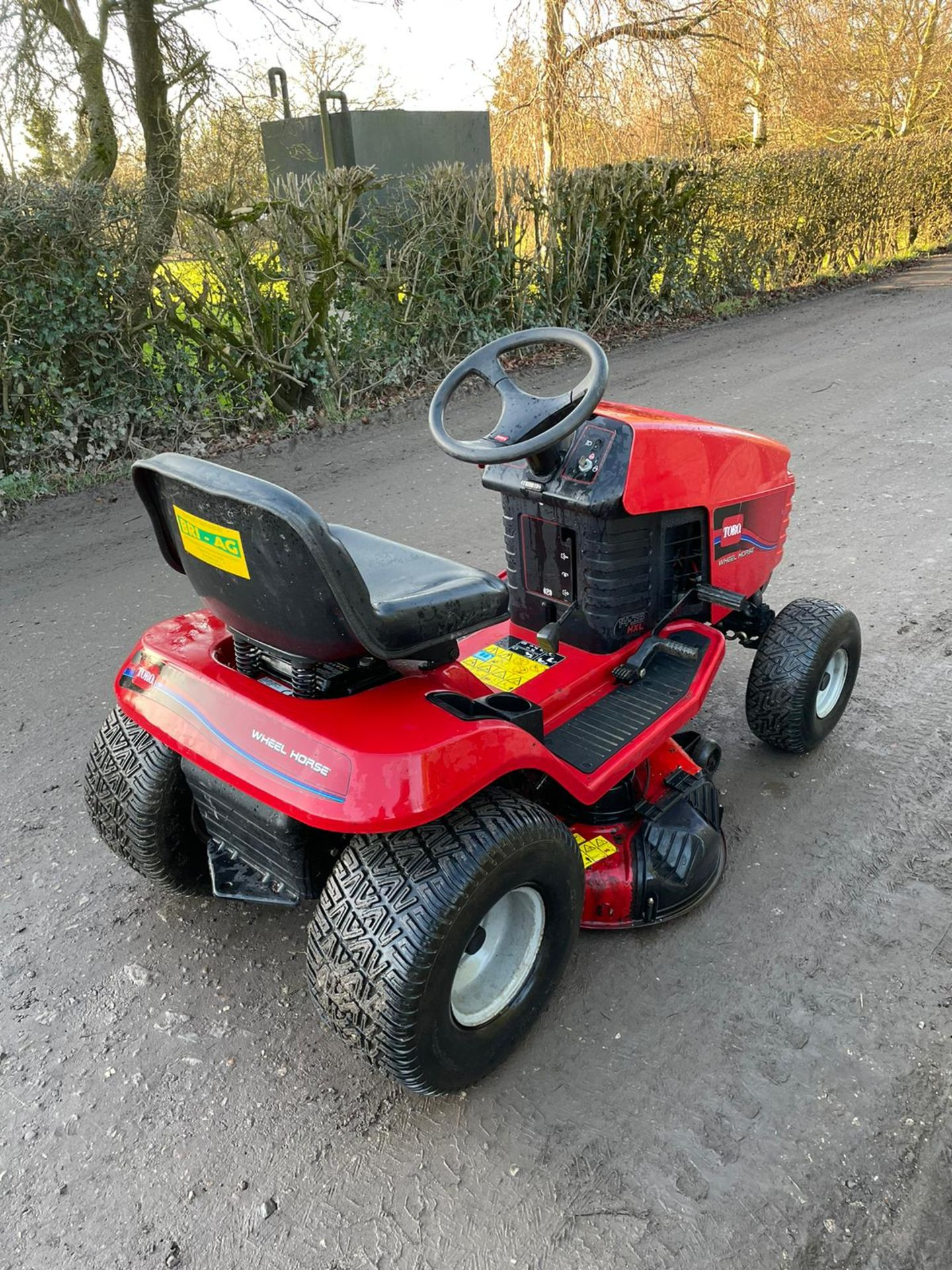 TORO 14-38 HXL RIDE ON MOWER, RUNS, DRIVES AND CUTS, CLEAN MACHINE *NO VAT* - Image 4 of 6