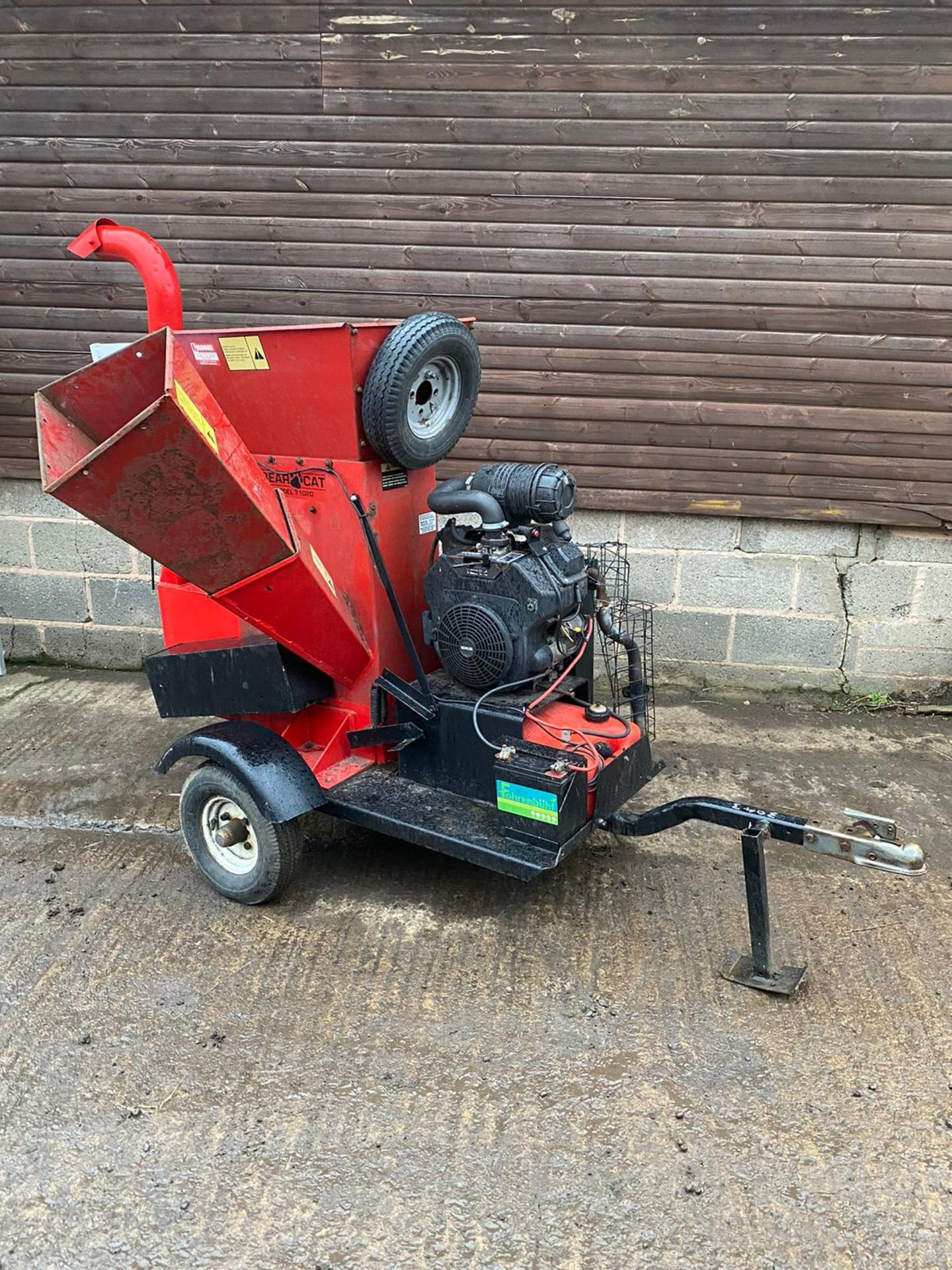BEARCAT 71020 TOWABLE WOOD CHIPPER, KEY START 27HP PETROL ENGINE, ROAD TOWABLE *PLUS VAT* - Image 3 of 6