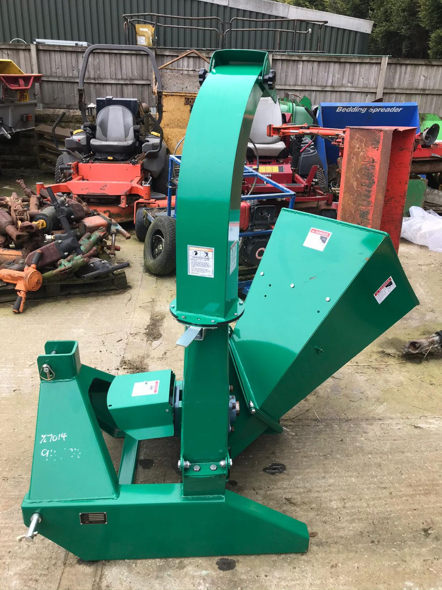 BRAND NEW AND UNUSED, WOOD CHIPPER, SUITABLE FOR COMPACT TRACTOR *PLUS VAT* - Image 4 of 7
