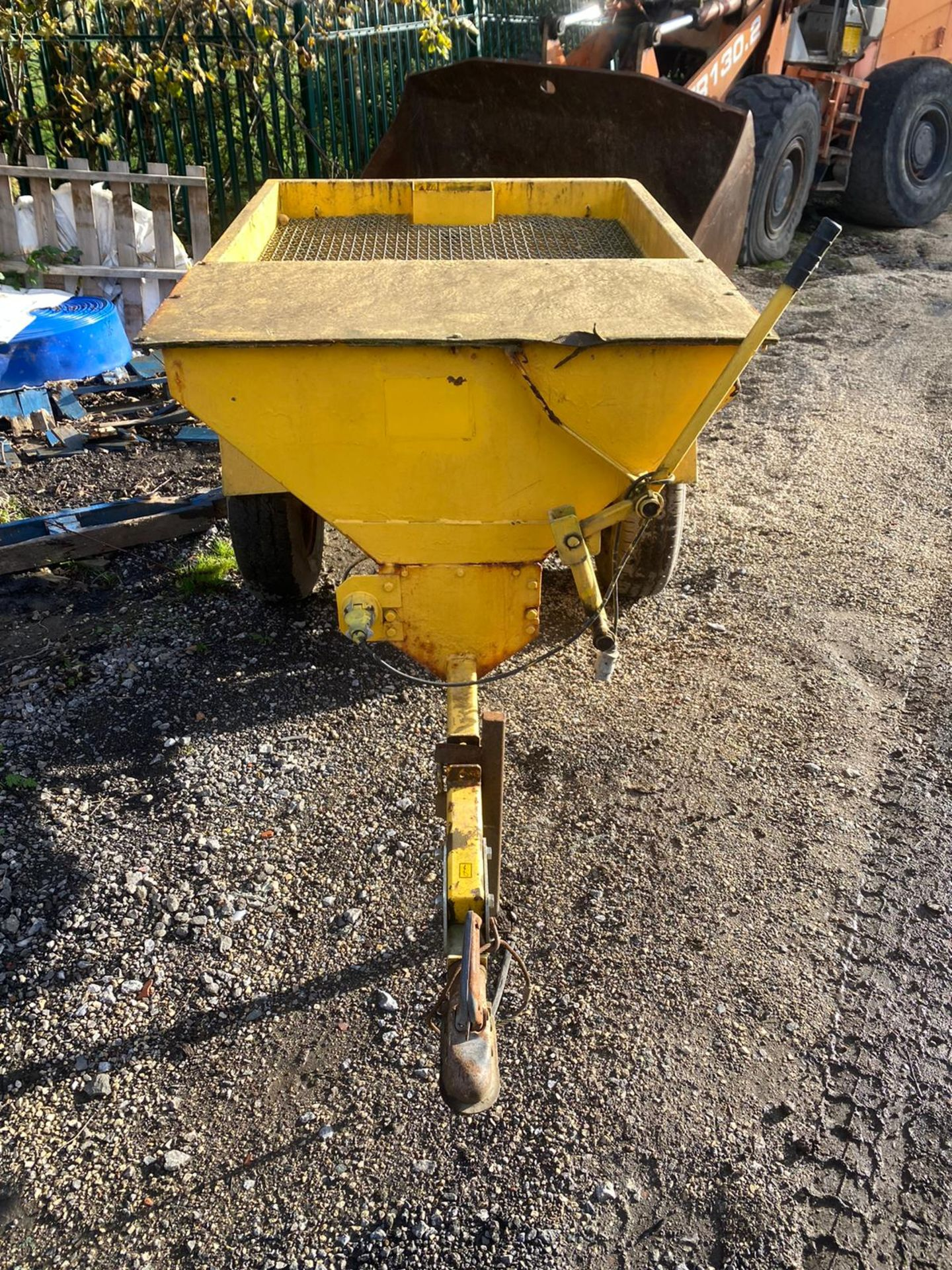 TOW BEHIND GRITTER IN WORKING ORDER *PLUS VAT* - Image 6 of 6