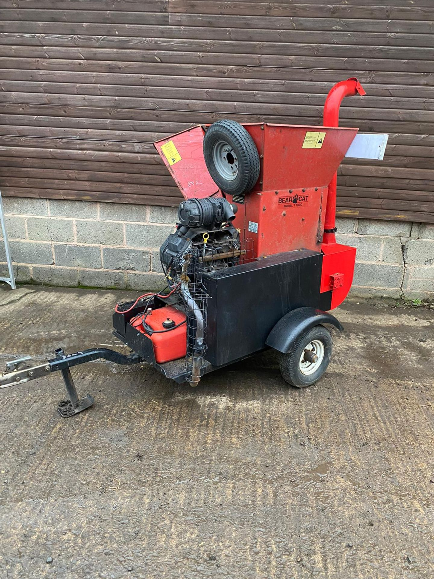BEARCAT 71020 TOWABLE WOOD CHIPPER, KEY START 27HP PETROL ENGINE, ROAD TOWABLE *PLUS VAT* - Image 5 of 6