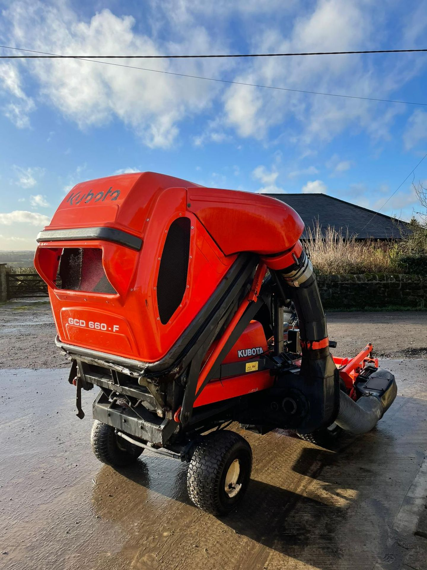KUBOTA F3560 OUTFRONT RIDE ON LAWN MOWER, RUNS, DRIVES AND CUTS, HIGH TIP COLLECTOR *PLUS VAT* - Image 6 of 9