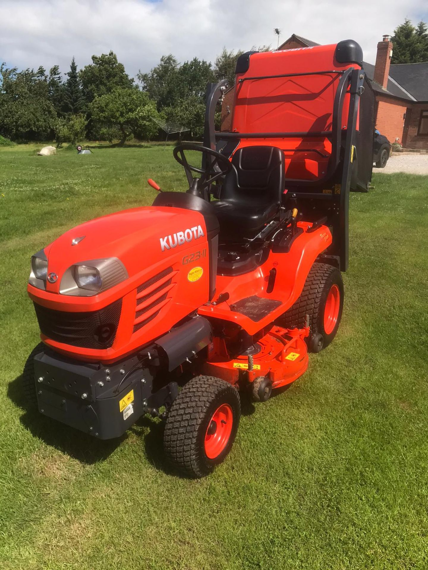 2015 KUBOTA G23-II RIDE ON LAWN MOWER, RUNS, DRIVES & CUTS, EX DEMO CONDITION, 203 HOURS *PLUS VAT* - Image 2 of 5
