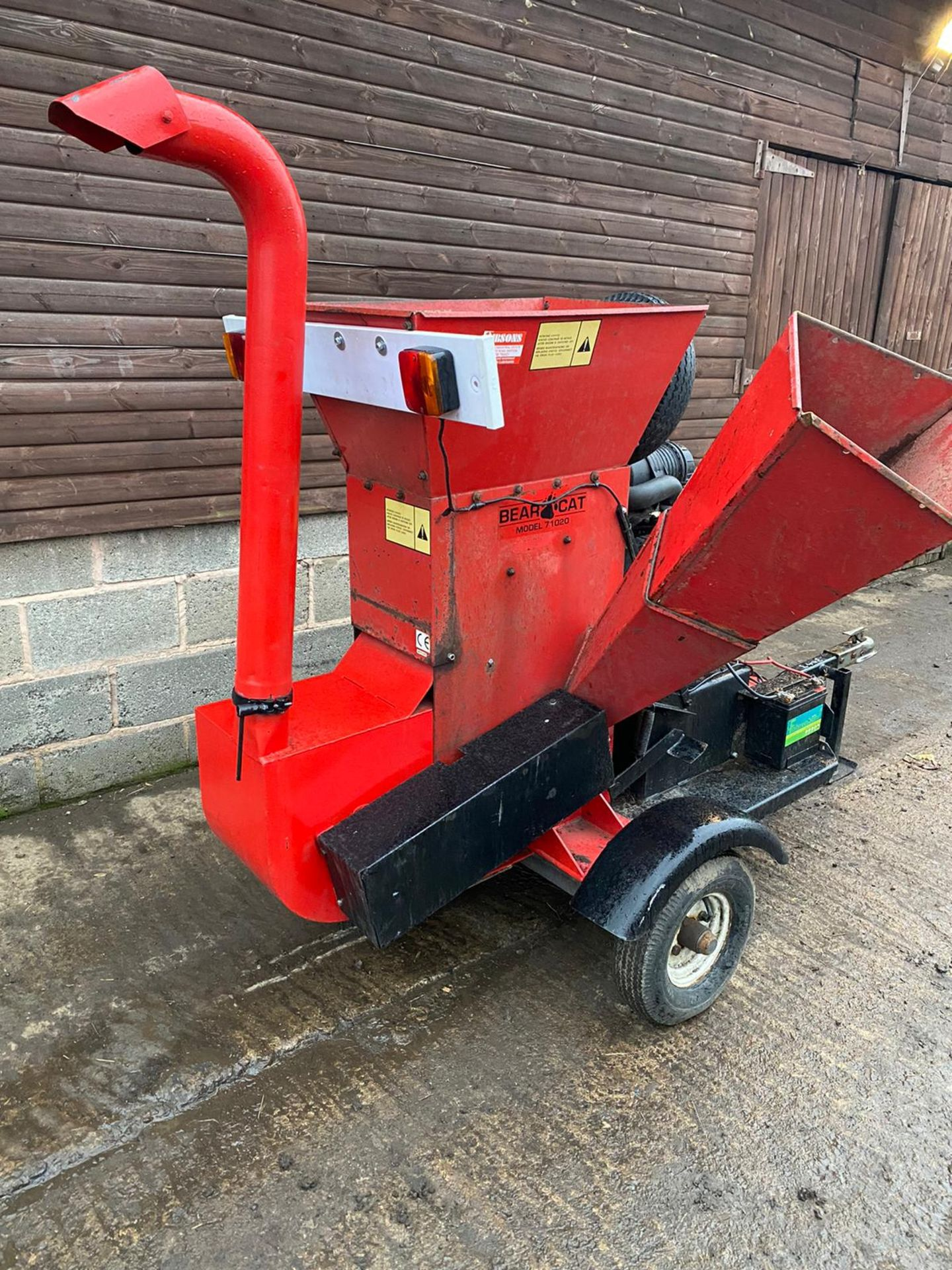 BEARCAT 71020 TOWABLE WOOD CHIPPER, KEY START 27HP PETROL ENGINE, ROAD TOWABLE *PLUS VAT* - Image 4 of 6