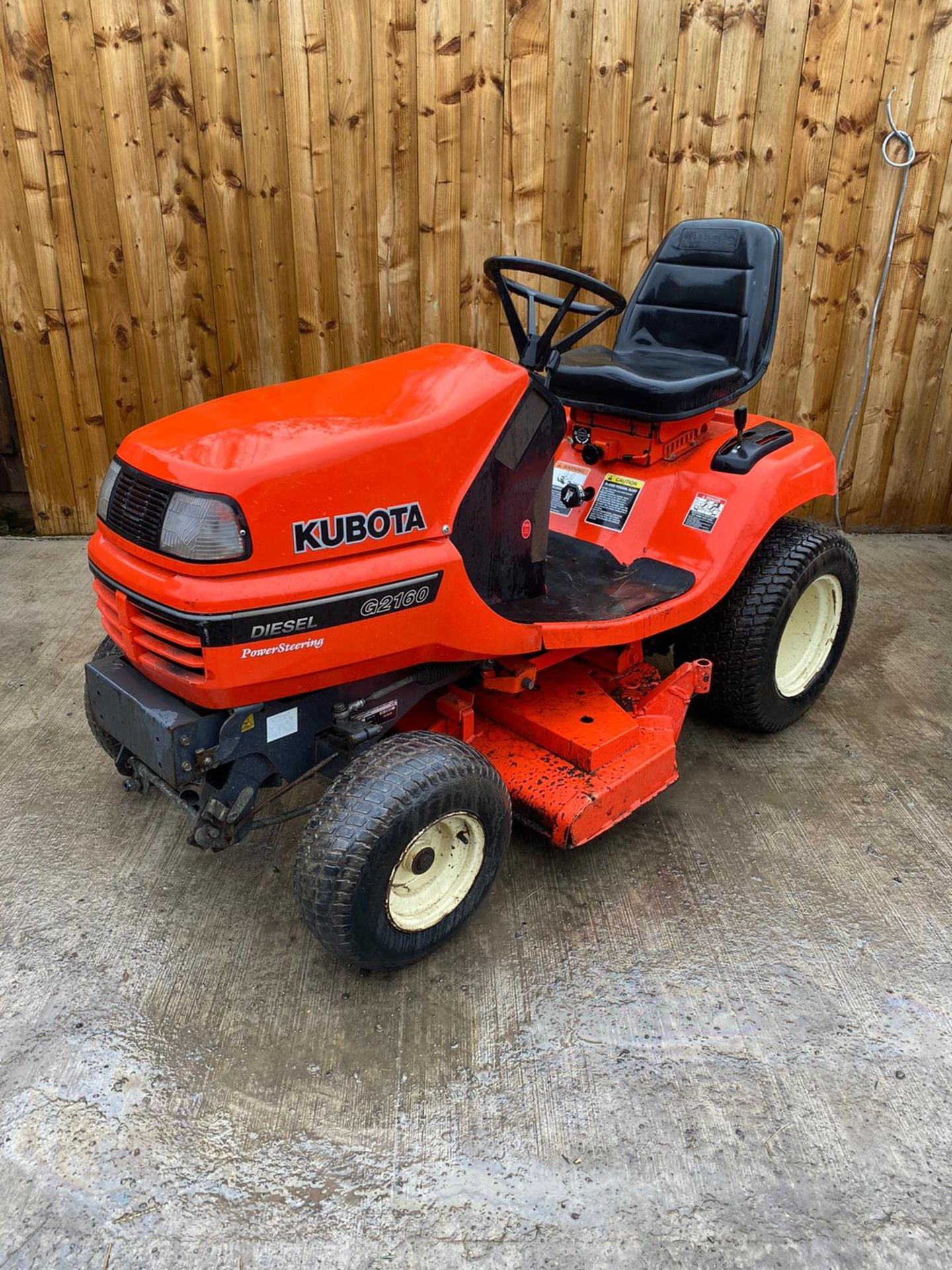 2009 KUBOTA G2160 DIESEL RIDE ON LAWN MOWER, IN EXCELLENT CONDITION *PLUS VAT* - Image 2 of 4