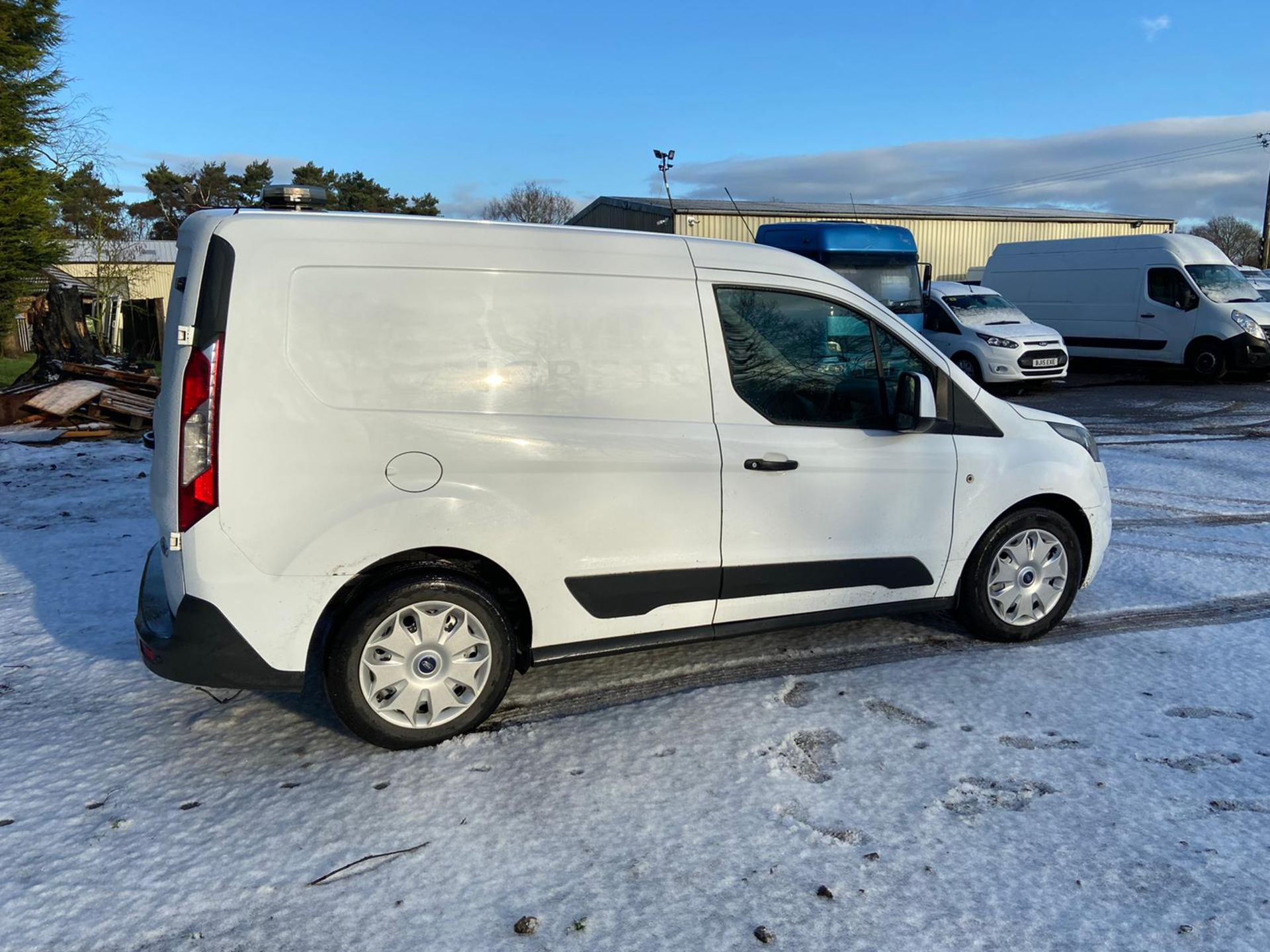 2015/64 REG FORD TRANSIT CONNECT 200 ECONETIC 1.6 DIESEL WHITE PANEL VAN, SHOWING 0 FORMER KEEPERS - Image 7 of 10