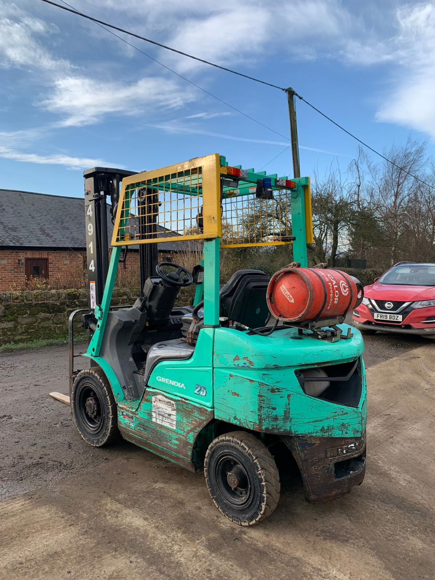 2015 MITSUBISHI FG25NT GAS FORKLIFT, RUNS, DRIVES, LIFTS, CLEAN MACHINE, SIDE SHIFT, CONTAINER SPEC - Image 4 of 5