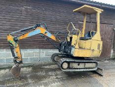 HANIX MINI DIGGER, STARTS FIRST TIME OFF THE KEY RUNS, DRIVES AND DIGS, EXCELLENT TRACKS *PLUS VAT*
