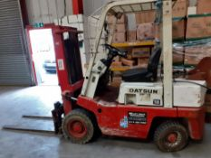 Datsun 1.8 Forklift truck gas. Short mast Designed to go inside containers Lift height approx 2m