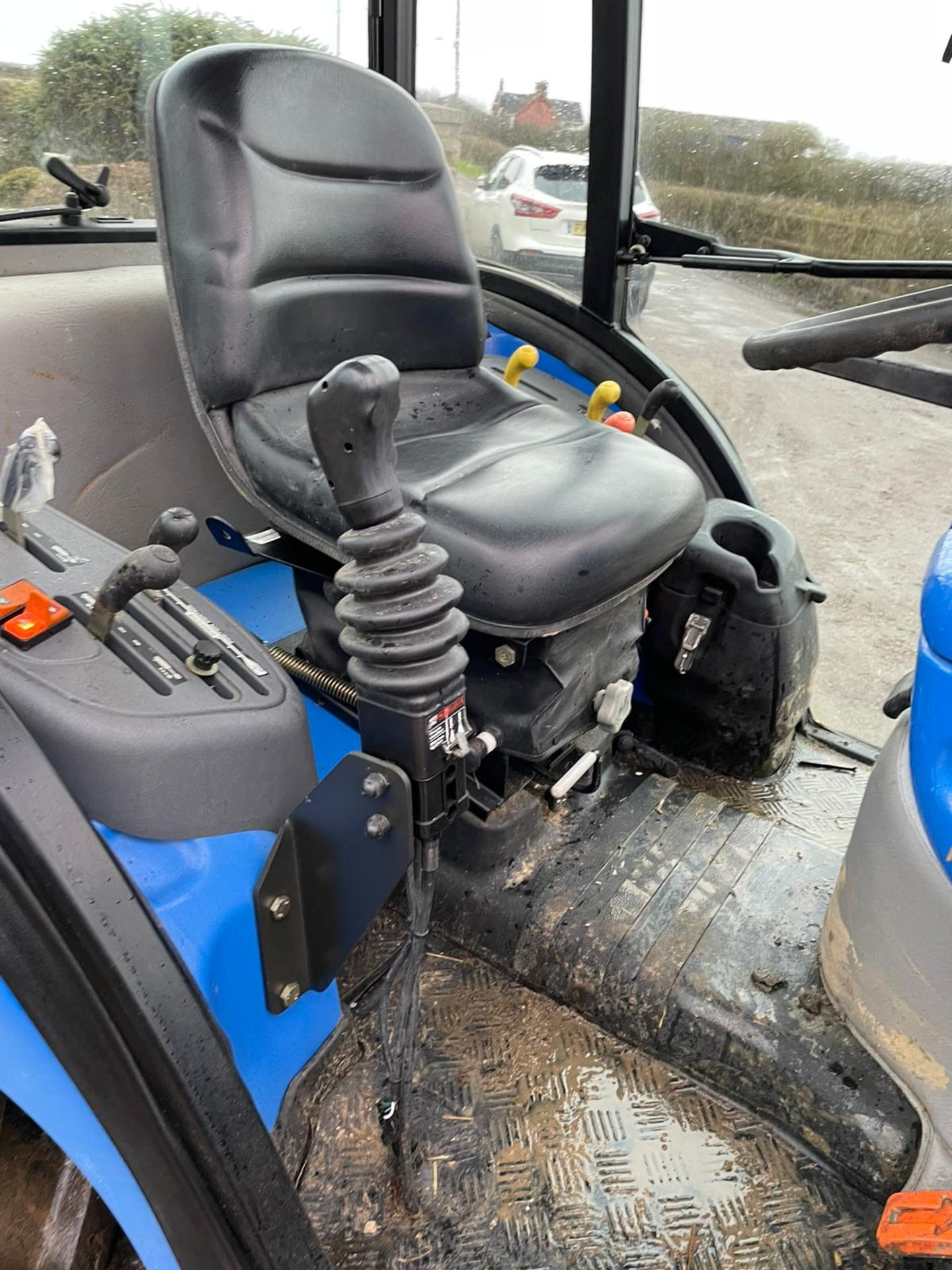2006/55 New Holland TC40D Tractor With Loader And Bale Spike *PLUS VAT* - Image 18 of 23
