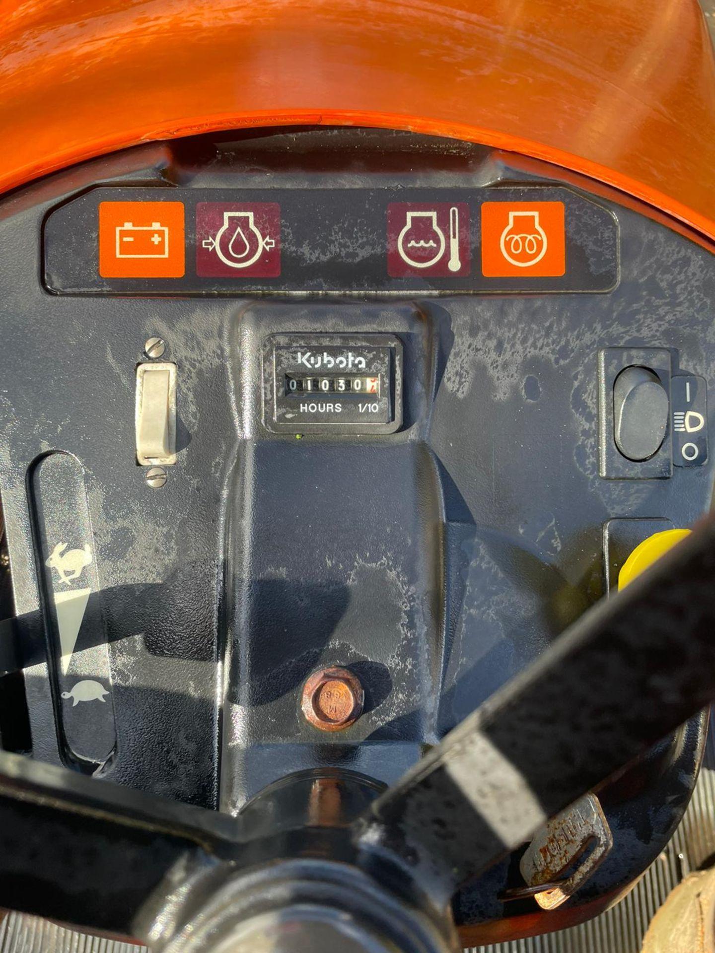 KUBOTA TG1860 RIDE ON LAWN MOWER, 3 CYLINDER KUBOTA DIESEL ENGINE, VERY LOW HOURS 1030 *NO VAT* - Image 5 of 7