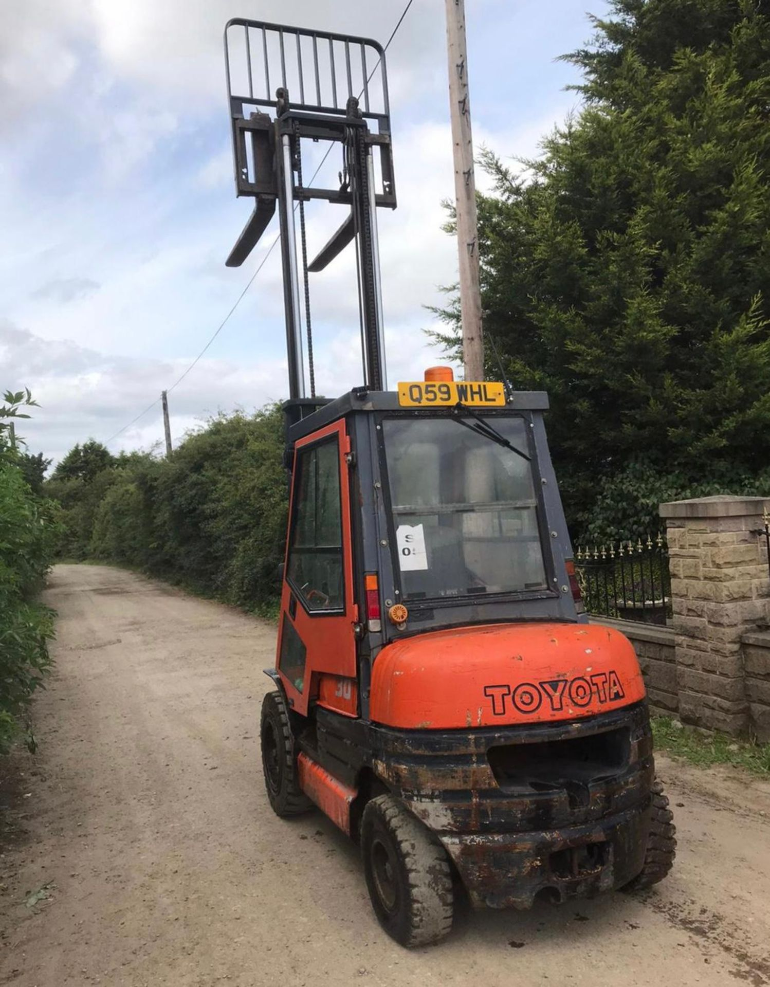 TOYOTA 30 FORKLIFT, RUNS, DRIVES AND LIFTS, CONTAINER SPEC, FULLY GLASS CAB *PLUS VAT* - Image 4 of 5