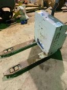 ATLET POWERED PALLET TRUCK, GOOD BATTERY, WORKS AS IT SHOULD, C/W CHARGER, YEAR 2015 *PLUS VAT*