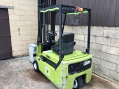 2001 CLARK ELECTRIC FROKLIFT, WORKS UP AND DOWN BUT WILL NOT GO FORWARD AND BACK *PLUS VAT*