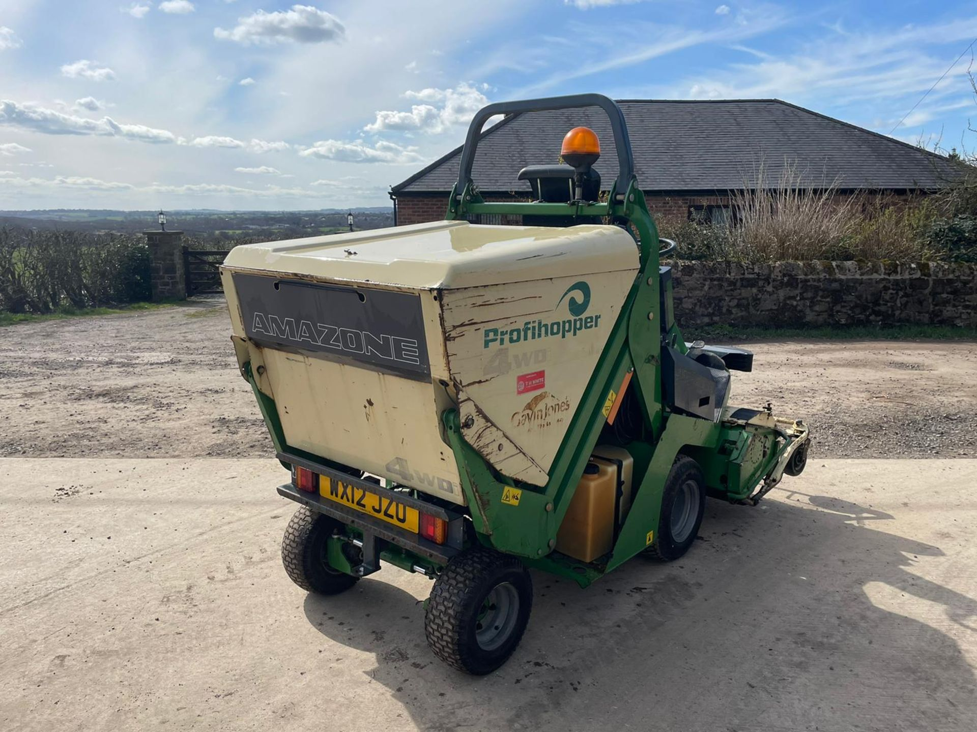 2012 AMAZONE PROFIHOPPER RIDE ON MOWER, RUNS, DRIVES AND CUTS, IN GOOD CONDITION *PLUS VAT* - Image 8 of 14