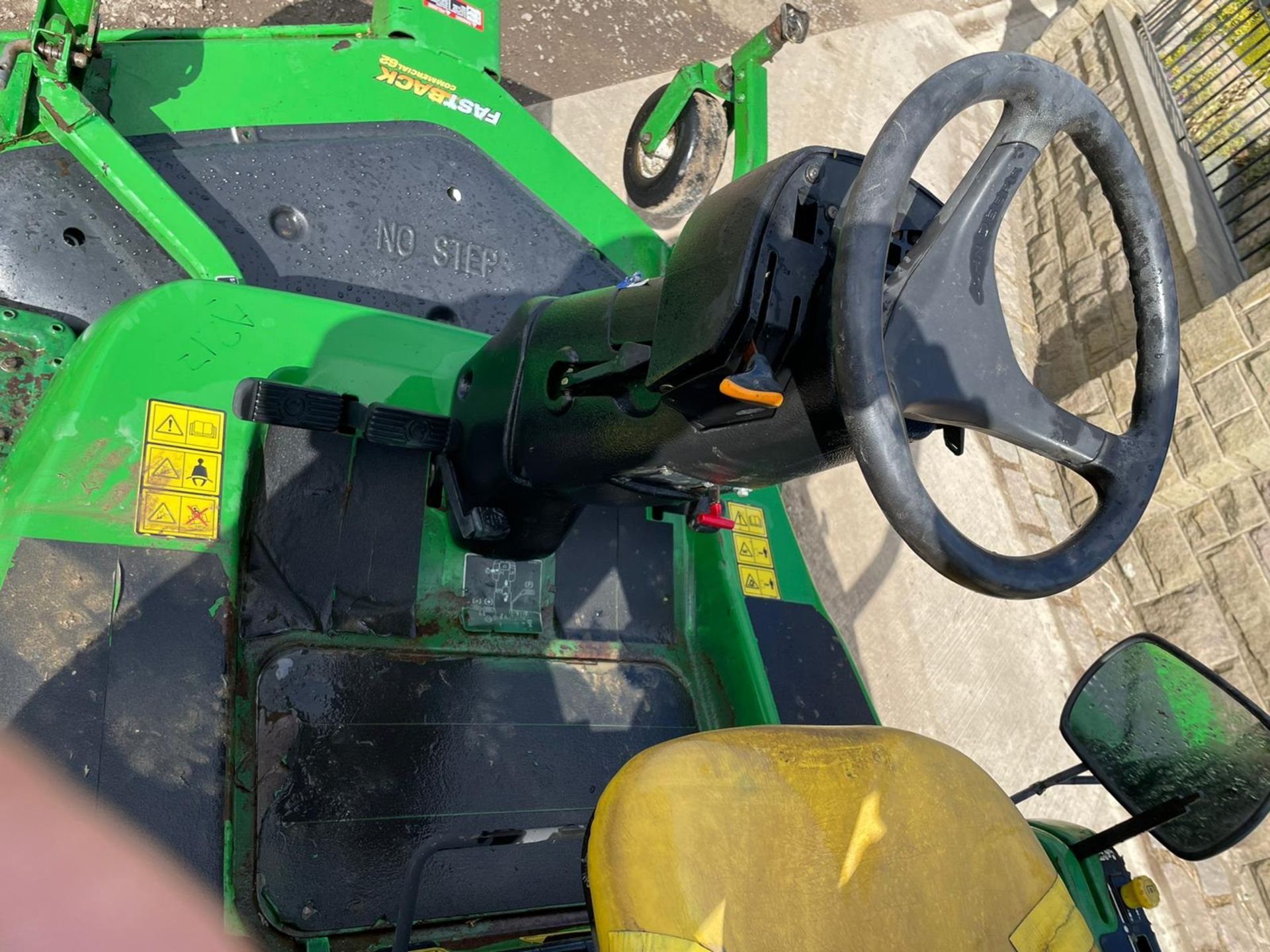 JOHN DEERE 1445 RIDE ON MOWER, RUNS DRIVES AND CUTS, IN USED BUT GOOD CONDITION *NO VAT* - Image 7 of 9