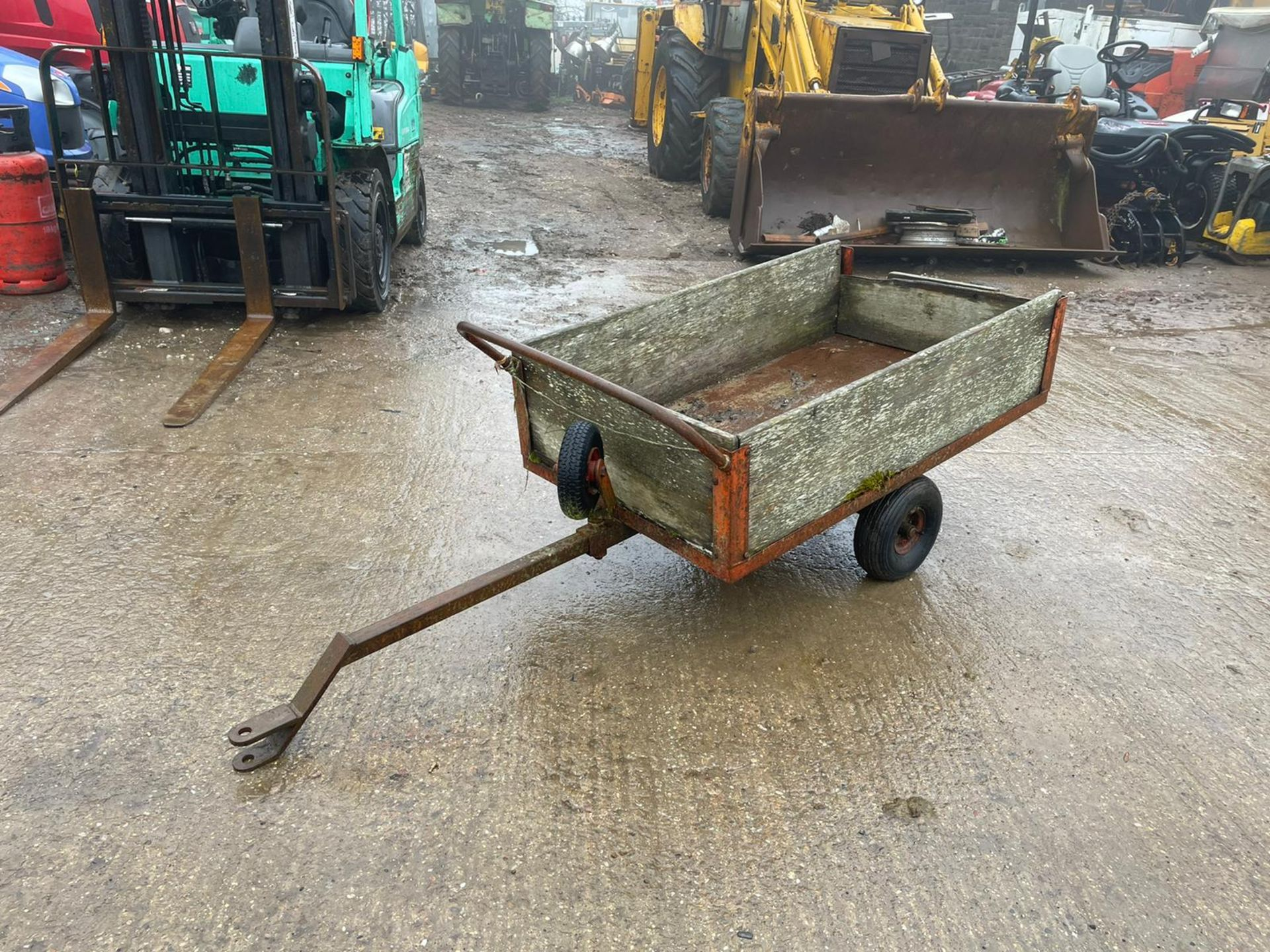 COUNTAX C600H RIDE ON MOWER WITH TRAILER AND SCARIFIER, NEW BATTERY *NO VAT* - Image 7 of 10