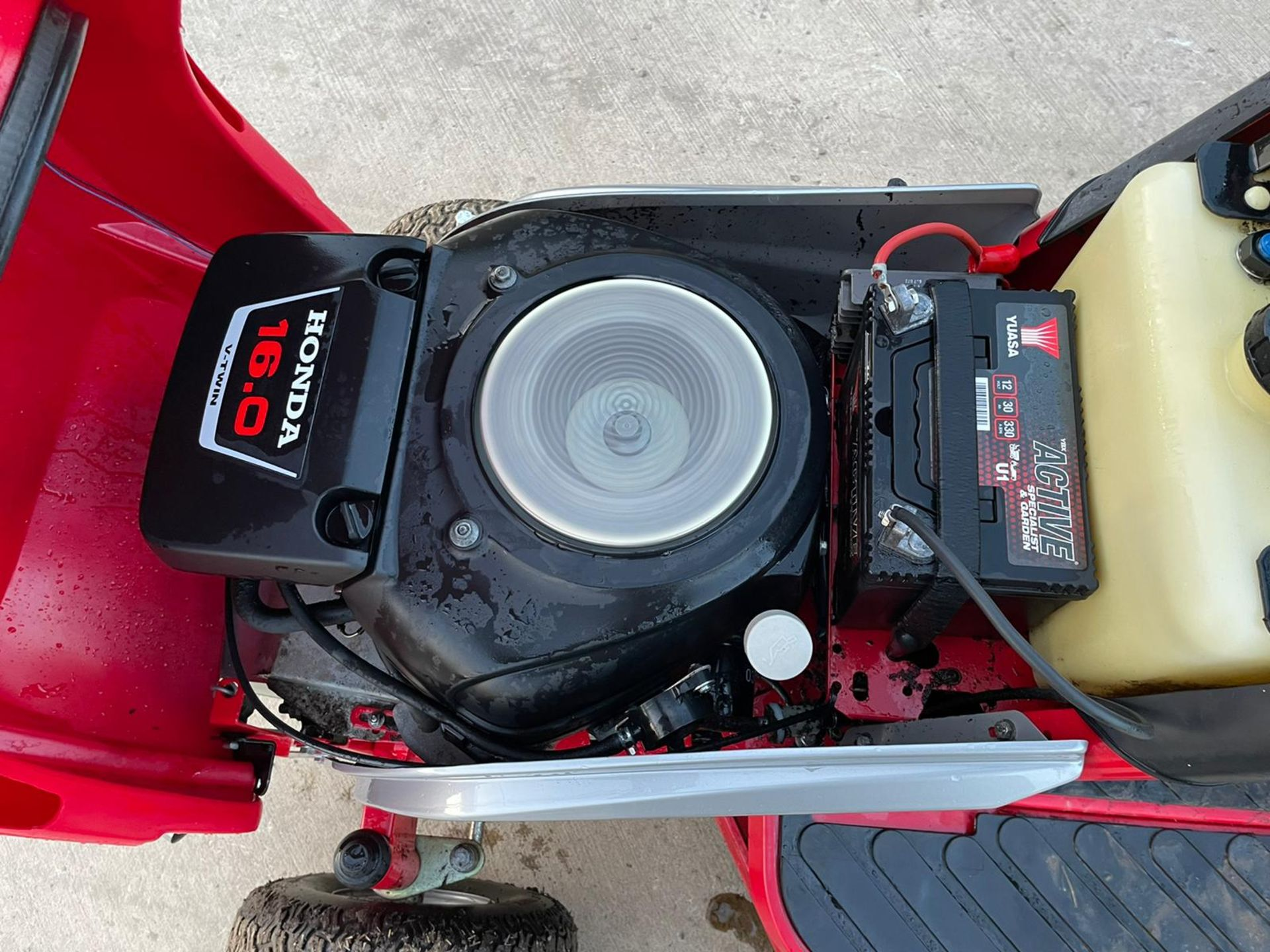 COUNTAX C600H RIDE ON MOWER WITH TRAILER AND SCARIFIER, NEW BATTERY *NO VAT* - Image 10 of 10