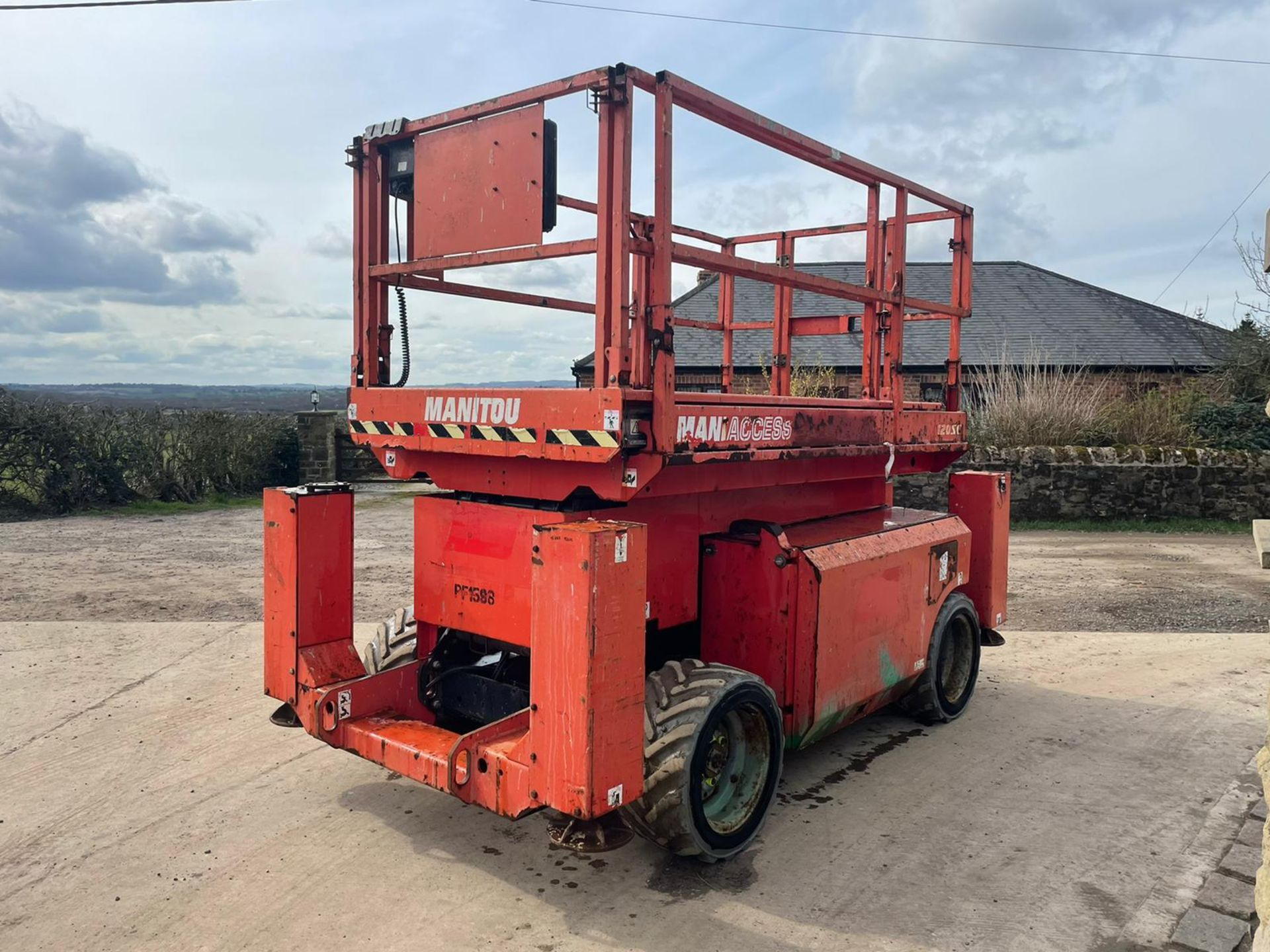 2013 MANITOU MANI-ACCESS 120SC SCISSOR LIFT, RUNS, DRIVES AND LIFTS *PLUS VAT* - Image 4 of 12