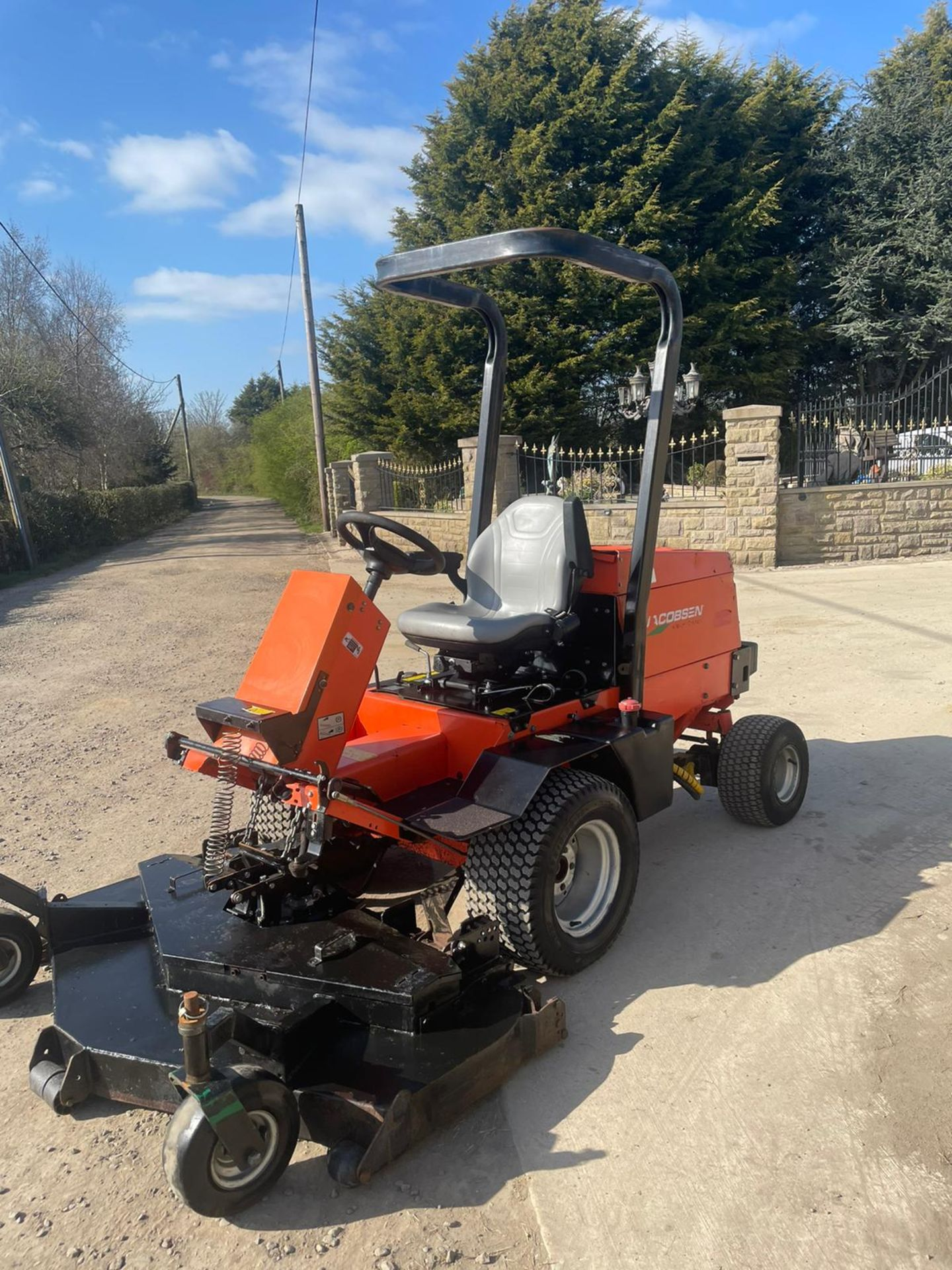 2013 JACOBSON 628D RIDE ON LAWN MOWER OUT FRONT, VERY GOOD CONDITION, 4 WHEEL DRIVE *NO VAT* - Image 4 of 7