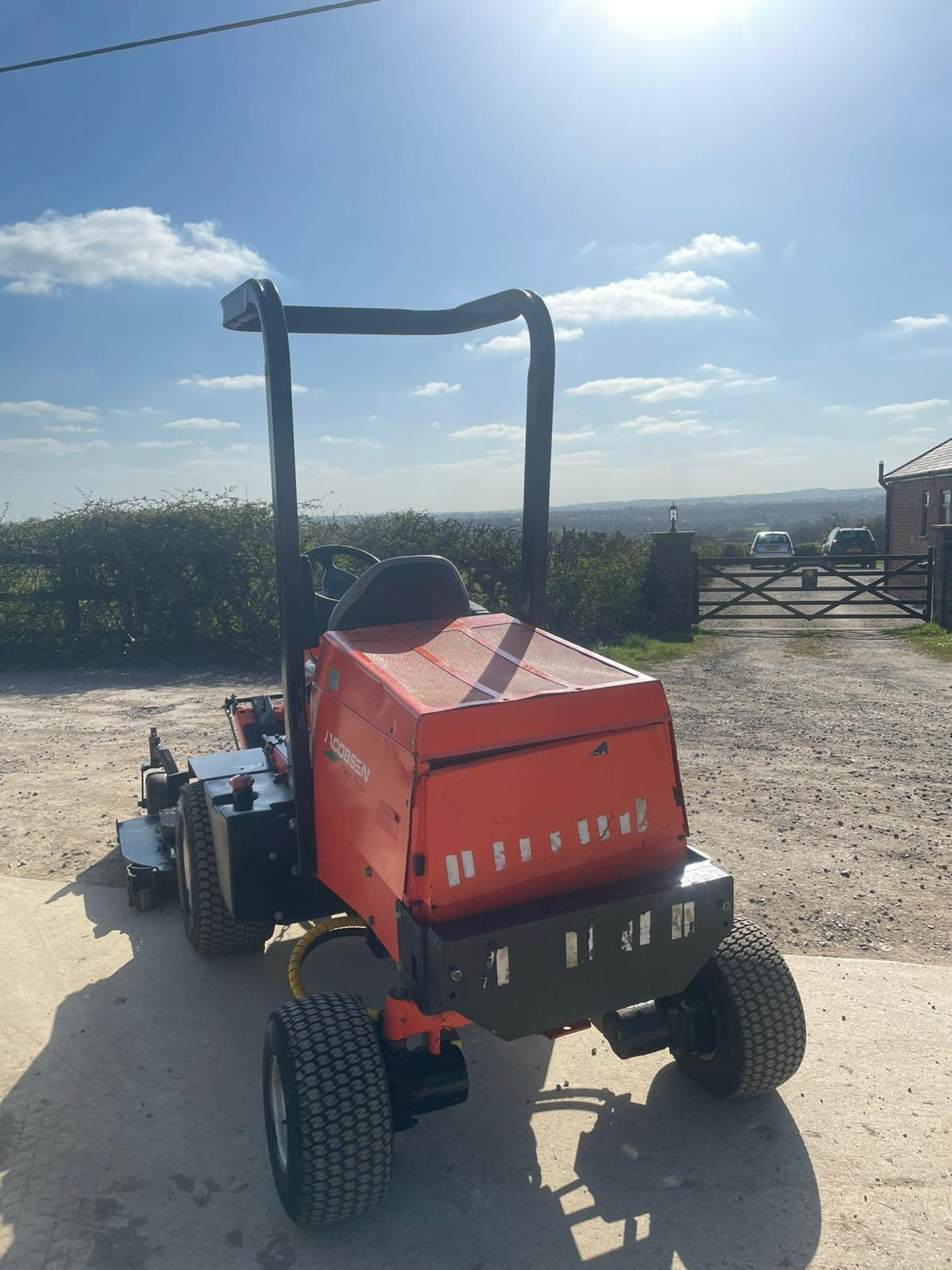 2013 JACOBSON 628D RIDE ON LAWN MOWER OUT FRONT, VERY GOOD CONDITION, 4 WHEEL DRIVE *NO VAT* - Image 2 of 7