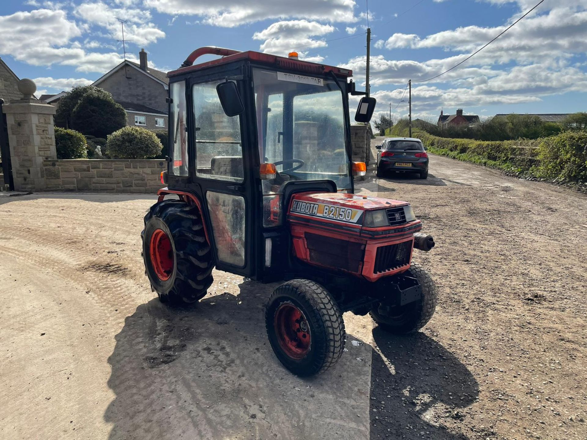 KUBOTA B2150 COMPACT TRACTOR, RUNS AND DRIVES, 3 POINT LINKAGE, 23HP, HYDROSTATIC *PLUS VAT* - Image 4 of 6