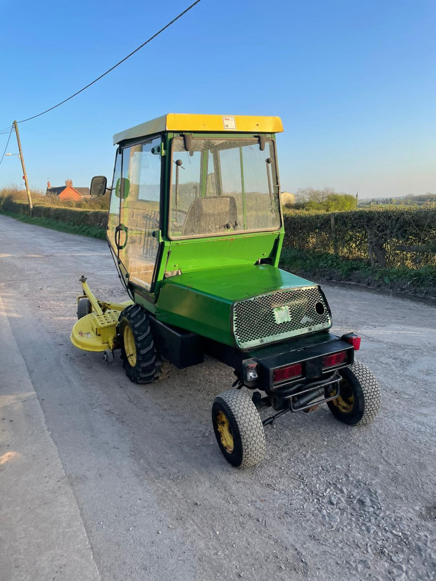 JOHN DEERE OUT FRONT RIDE ON LAWN MOWER, FULL GLASS CAB, ONLY 1603 HOURS *PLUS VAT*
