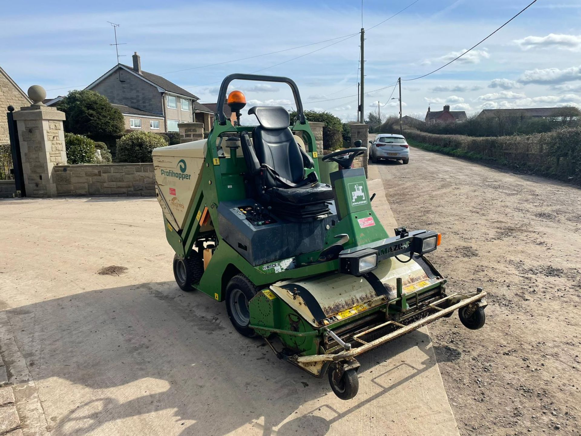 2012 AMAZONE PROFIHOPPER RIDE ON MOWER, RUNS, DRIVES AND CUTS, IN GOOD CONDITION *PLUS VAT* - Image 2 of 14