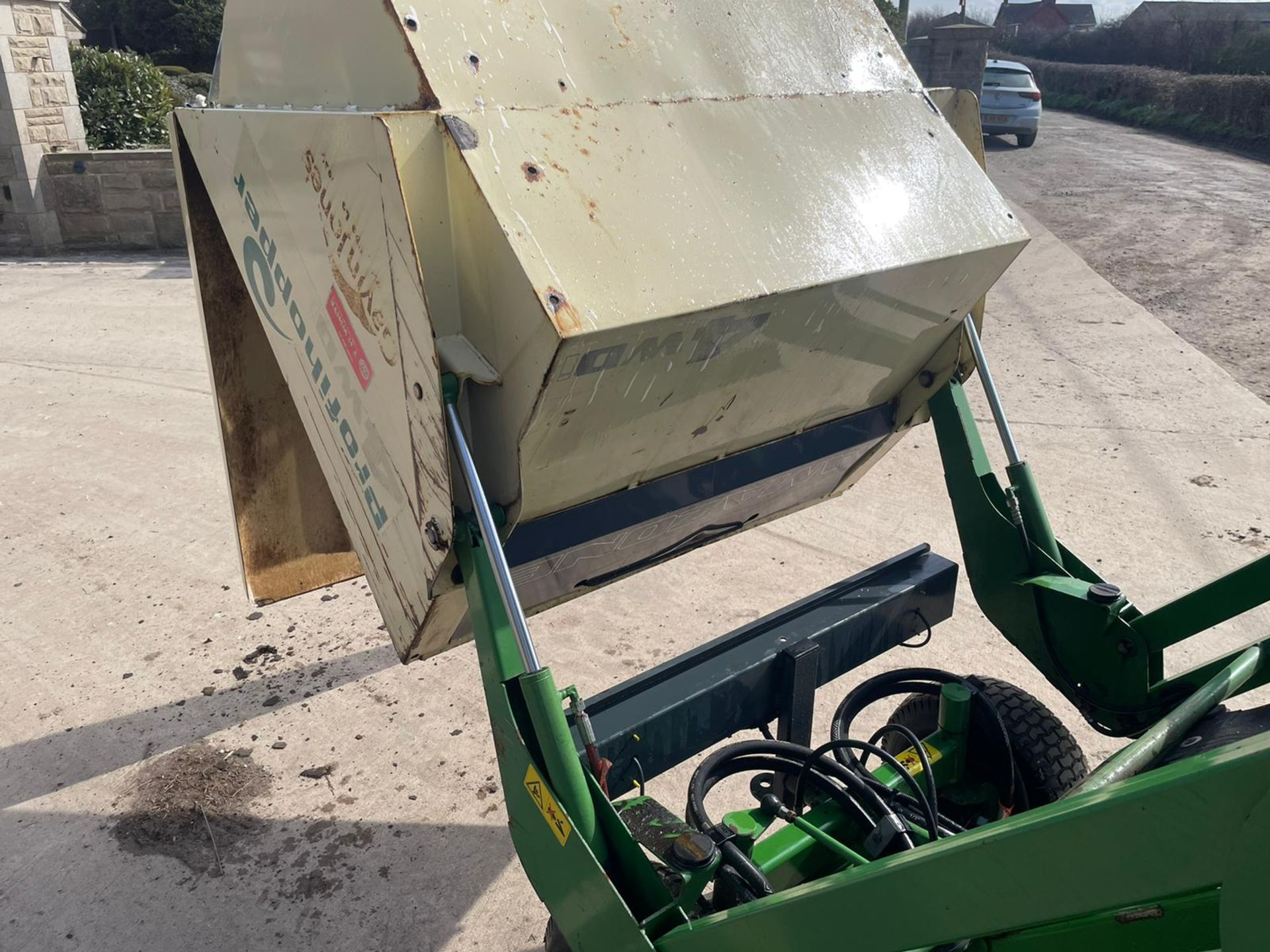 2012 AMAZONE PROFIHOPPER RIDE ON MOWER, RUNS, DRIVES AND CUTS, IN GOOD CONDITION *PLUS VAT* - Image 9 of 14
