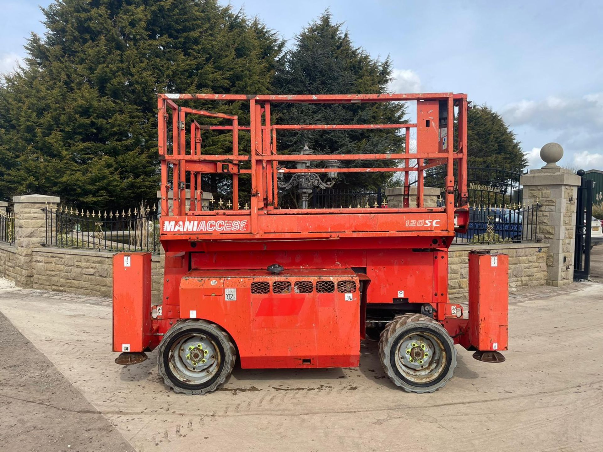 2013 MANITOU MANI-ACCESS 120SC SCISSOR LIFT, RUNS, DRIVES AND LIFTS *PLUS VAT* - Image 2 of 12