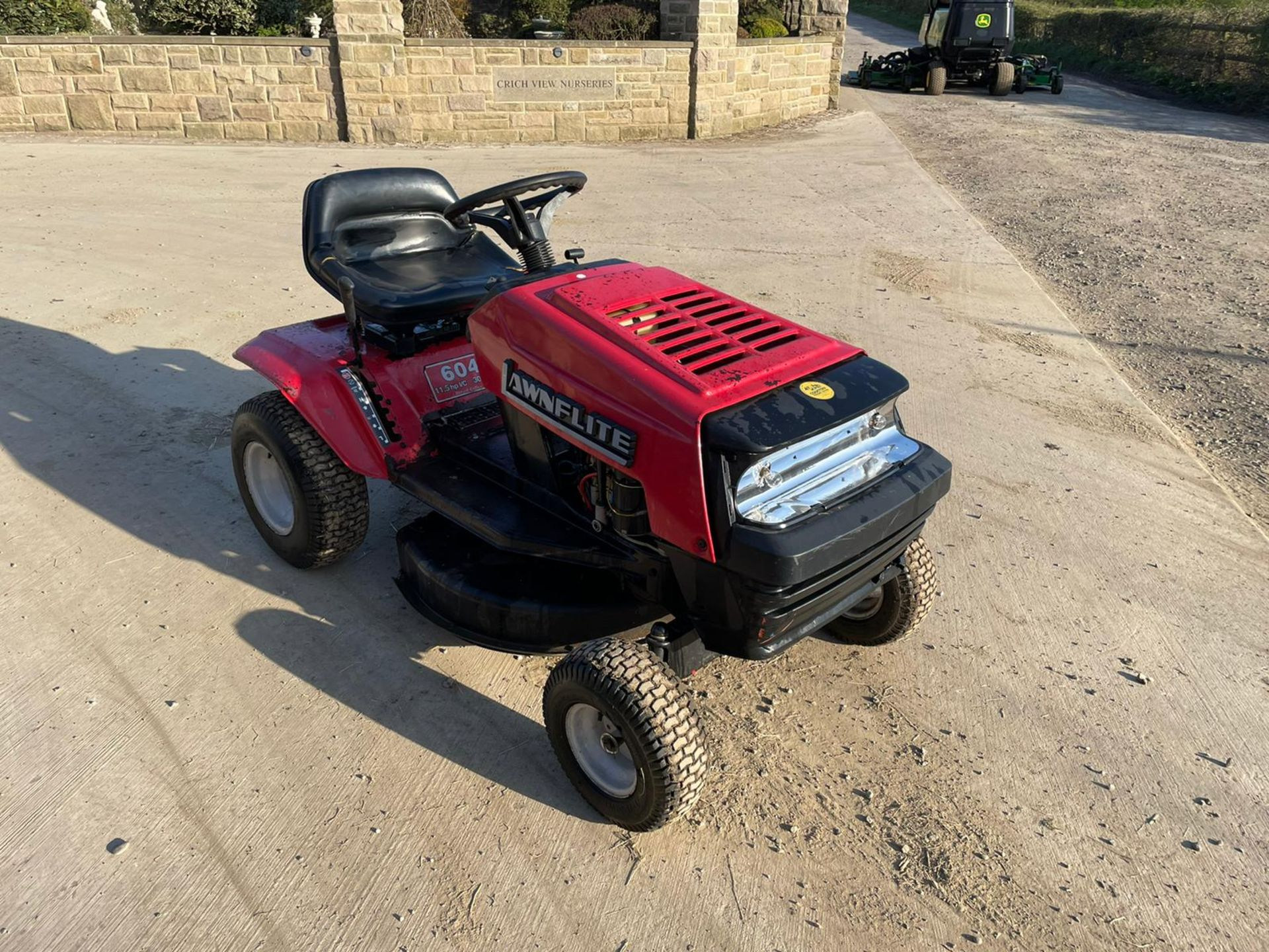 LAWNFLITE 604 RIDE ON MOWER, RUNS DRIVES AND CUTS *NO VAT* - Image 6 of 6