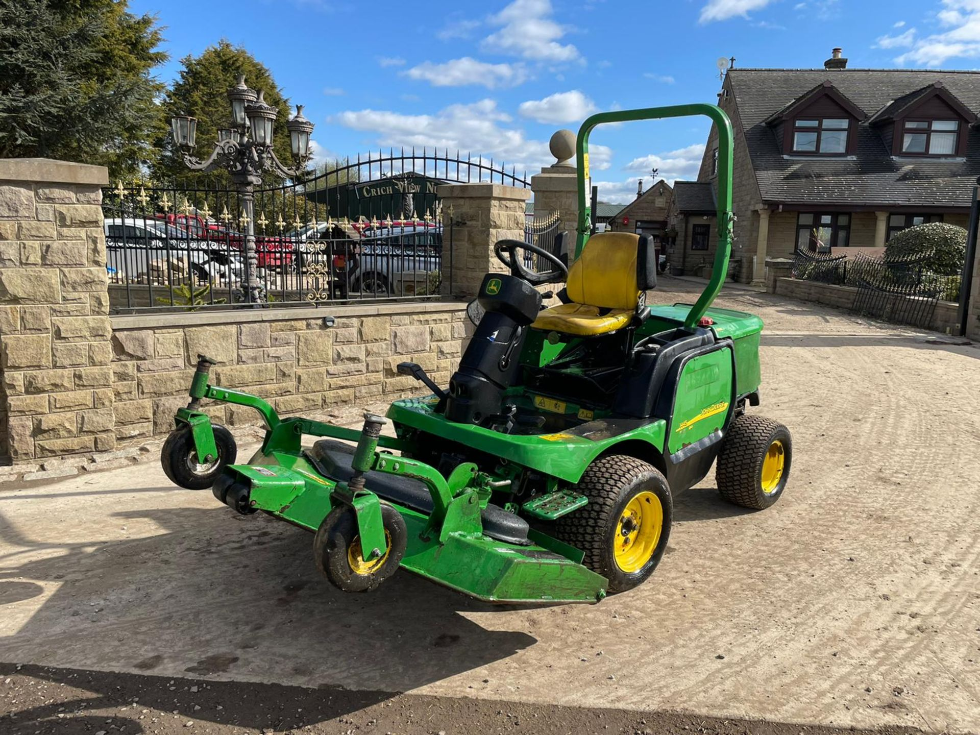 JOHN DEERE 1445 RIDE ON MOWER, RUNS DRIVES AND CUTS, IN USED BUT GOOD CONDITION *NO VAT* - Image 5 of 9