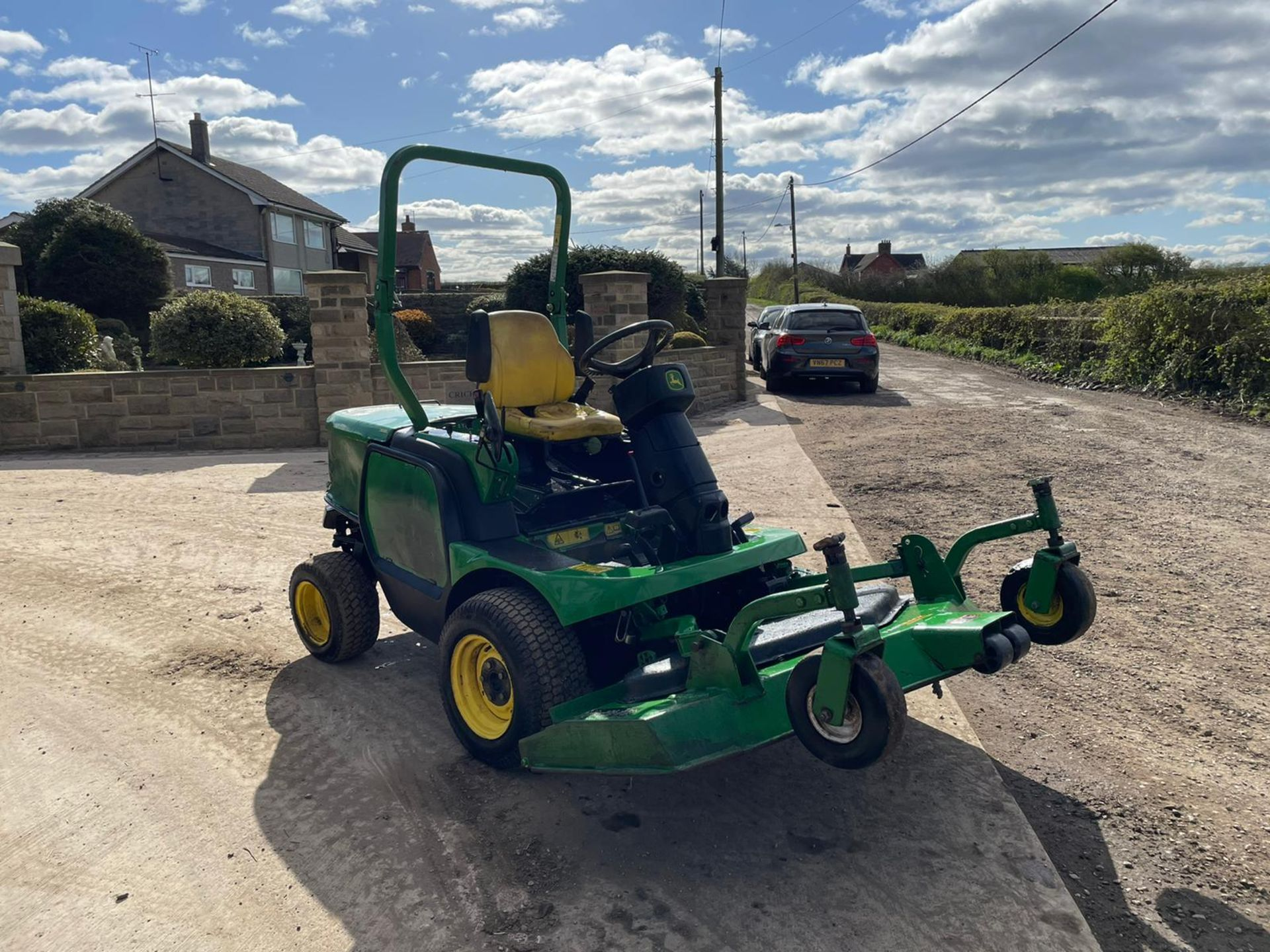 JOHN DEERE 1445 RIDE ON MOWER, RUNS DRIVES AND CUTS, IN USED BUT GOOD CONDITION *NO VAT* - Image 2 of 9