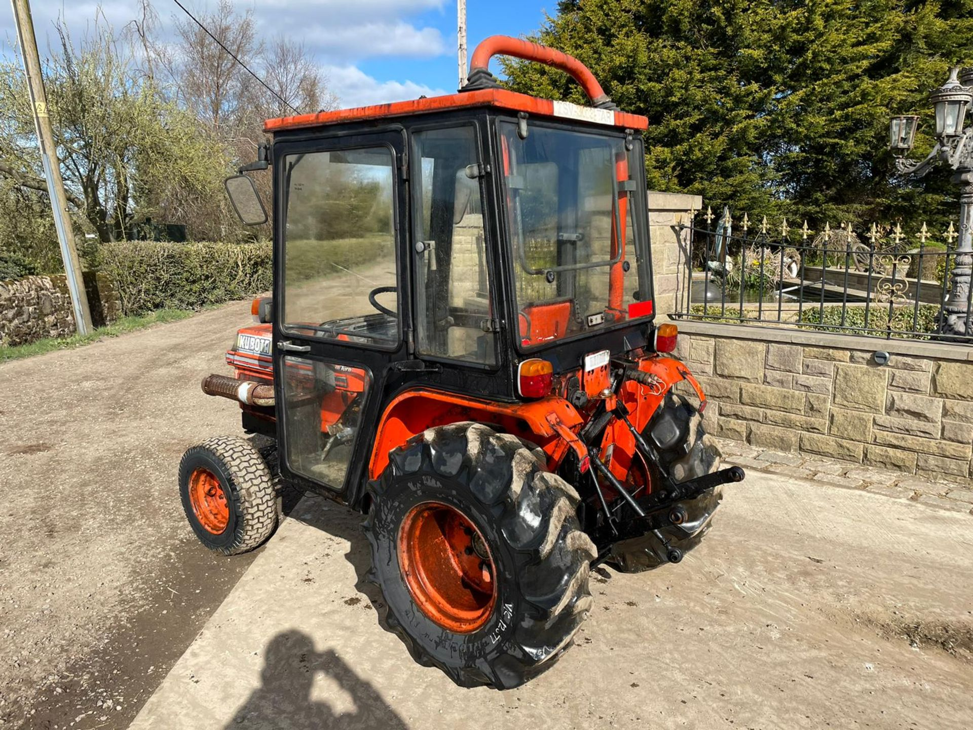 KUBOTA B2150 COMPACT TRACTOR, RUNS AND DRIVES, 3 POINT LINKAGE, 23HP, HYDROSTATIC *PLUS VAT* - Image 6 of 6