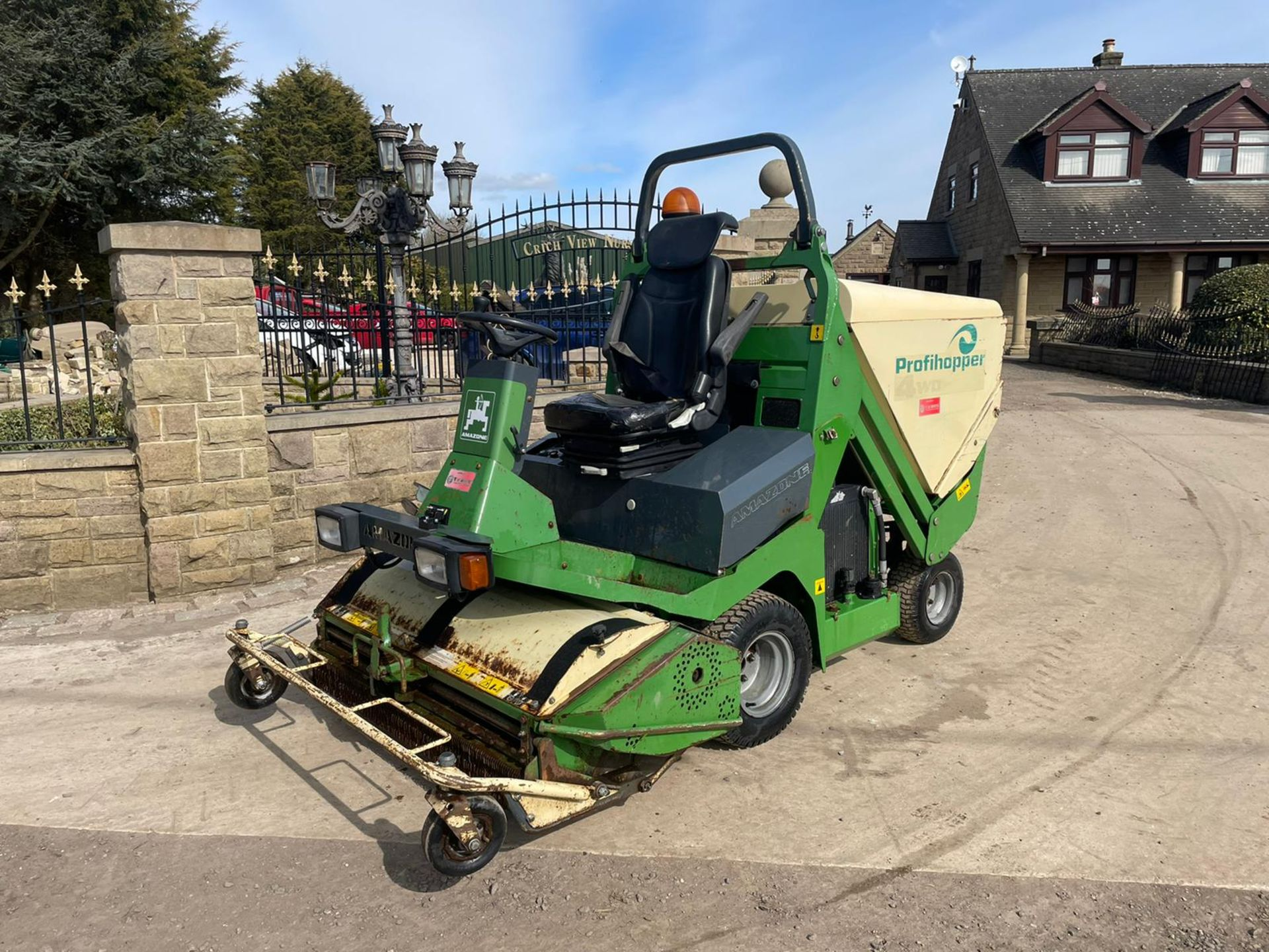 2012 AMAZONE PROFIHOPPER RIDE ON MOWER, RUNS, DRIVES AND CUTS, IN GOOD CONDITION *PLUS VAT* - Image 4 of 14