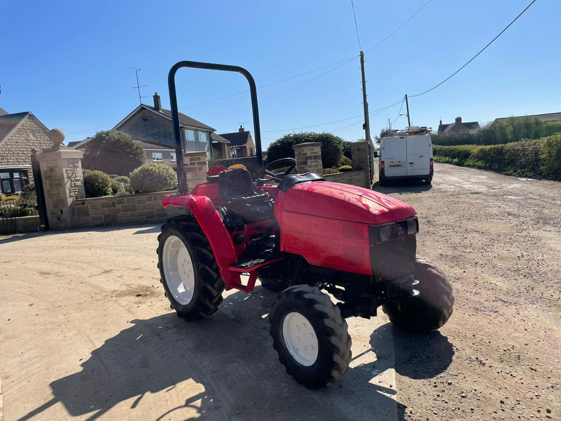 MITSUBISHI M3050 TRACTOR, ROLL BAR, 30HP, HYDROSTATIC, SHOWING 3290 HOURS, RUNS AND DRIVES *NO VAT* - Image 4 of 6
