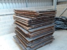 23 PIECES PALLET DECKING, HARDWOOD, IN SOLID USEABLE CONDITION *PLUS VAT*