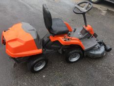 HUSQVARNA R111B5 ARTICULATED RIDE ON LAWN MOWER, YEAR 2010, WEIGHT 165 KG *NO VAT*