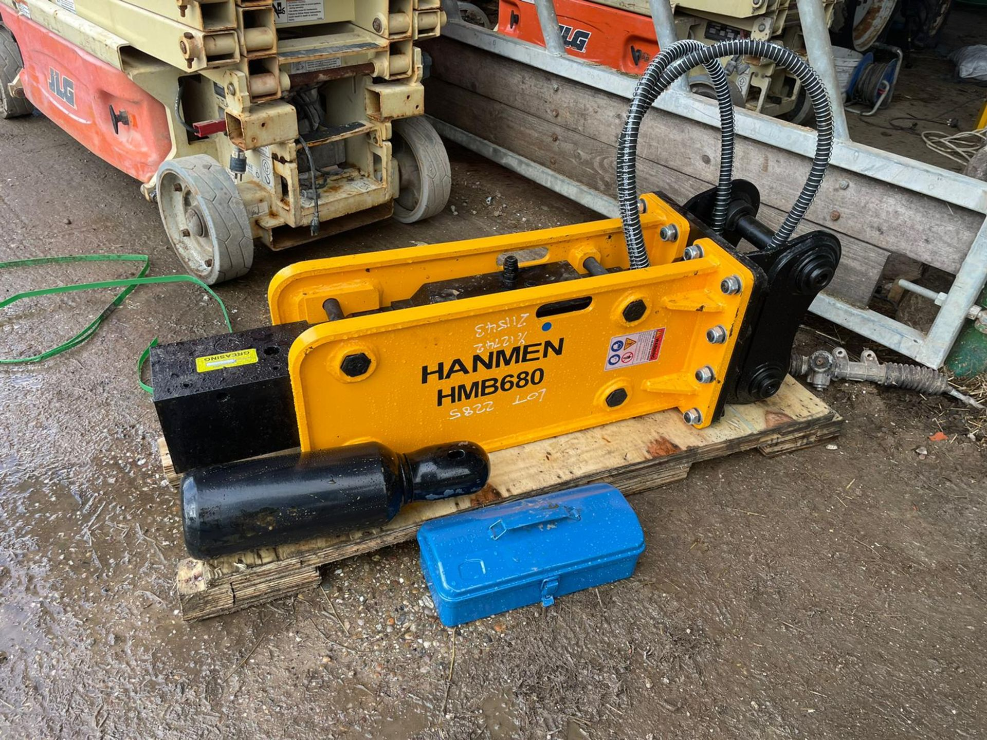 BRAND NEW, UNUSED HANMEN HMB680 BREAKER, SUITABLE FOR 5-8 TON EXCAVATOR, C/W PIPES, CHISEL, GAS KIT - Image 3 of 4