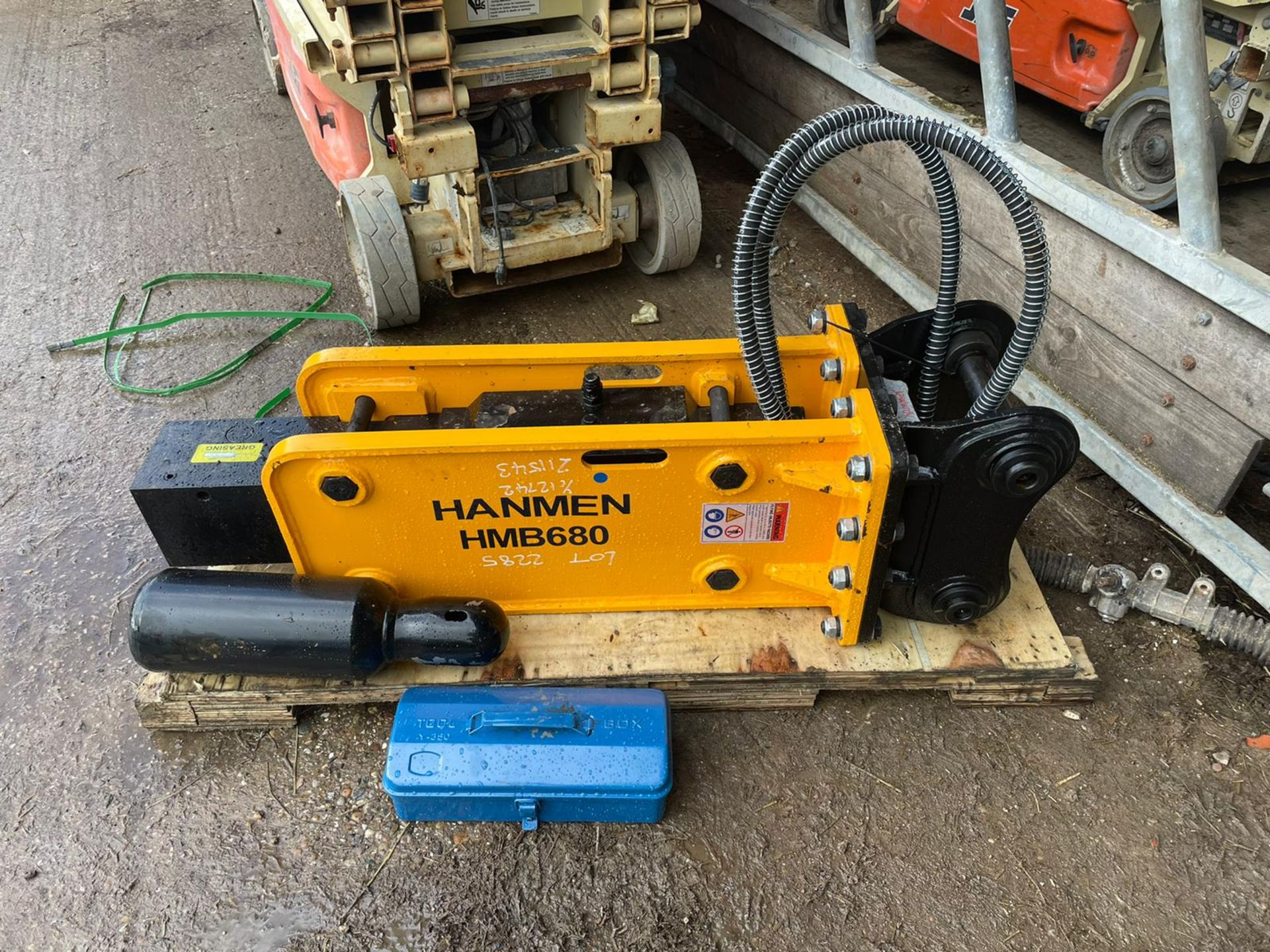 BRAND NEW, UNUSED HANMEN HMB680 BREAKER, SUITABLE FOR 5-8 TON EXCAVATOR, C/W PIPES, CHISEL, GAS KIT - Image 4 of 4
