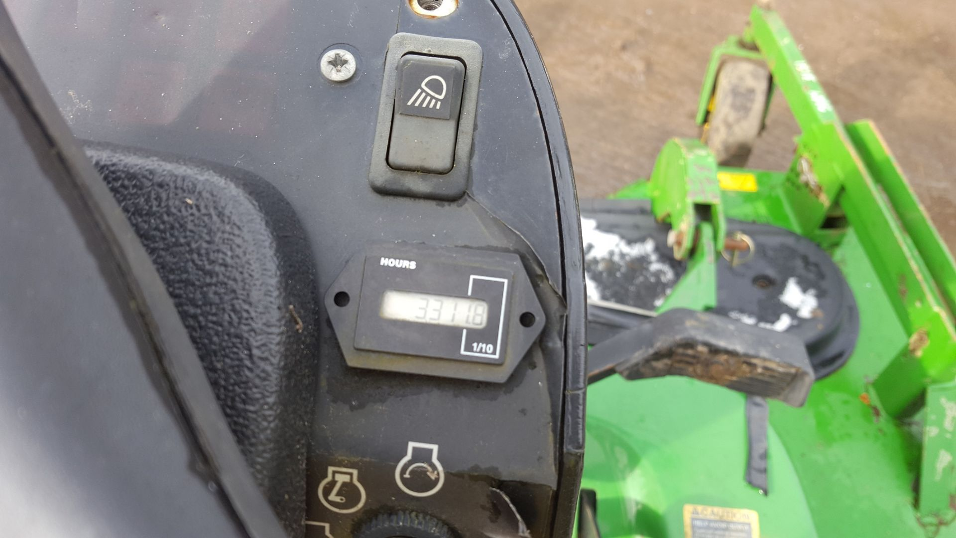 2006 JOHN DEERE 1545 RIDE ON LAWN MOWER, EX GATESHEAD COUNCIL *PLUS VAT* - Image 5 of 8