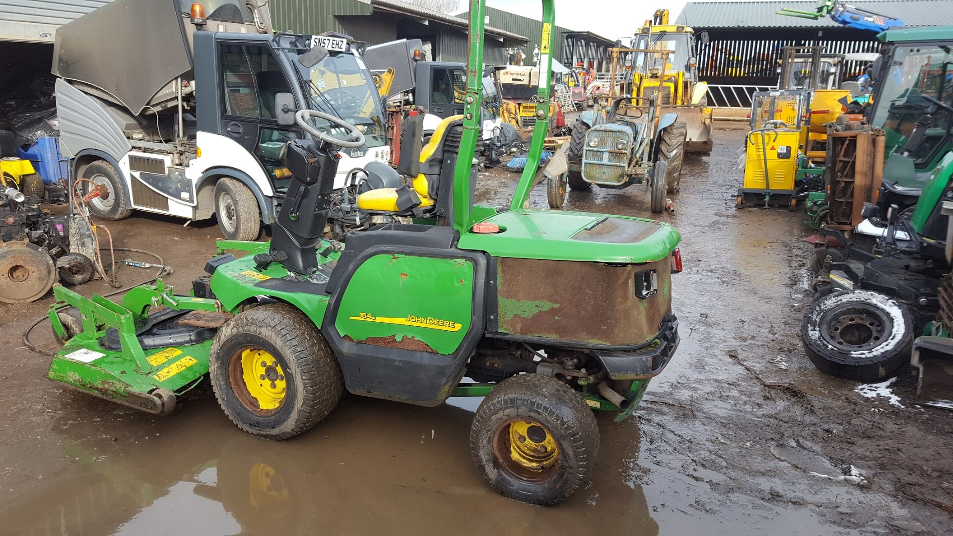 2006 JOHN DEERE 1545 RIDE ON LAWN MOWER, EX GATESHEAD COUNCIL *PLUS VAT* - Image 2 of 8