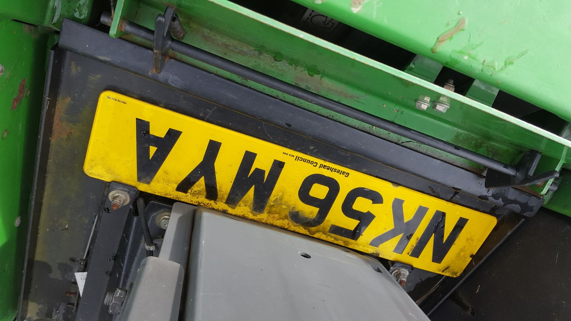 2006 JOHN DEERE 1545 RIDE ON LAWN MOWER, EX GATESHEAD COUNCIL *PLUS VAT* - Image 6 of 8