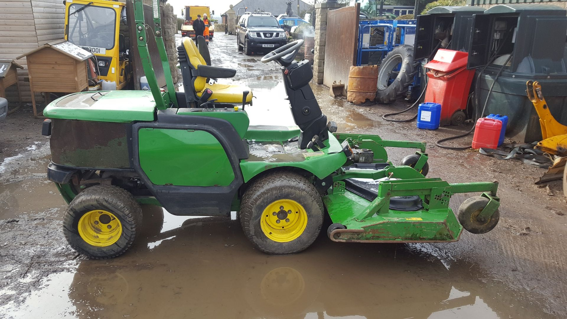 2006 JOHN DEERE 1545 RIDE ON LAWN MOWER, EX GATESHEAD COUNCIL *PLUS VAT* - Image 4 of 8