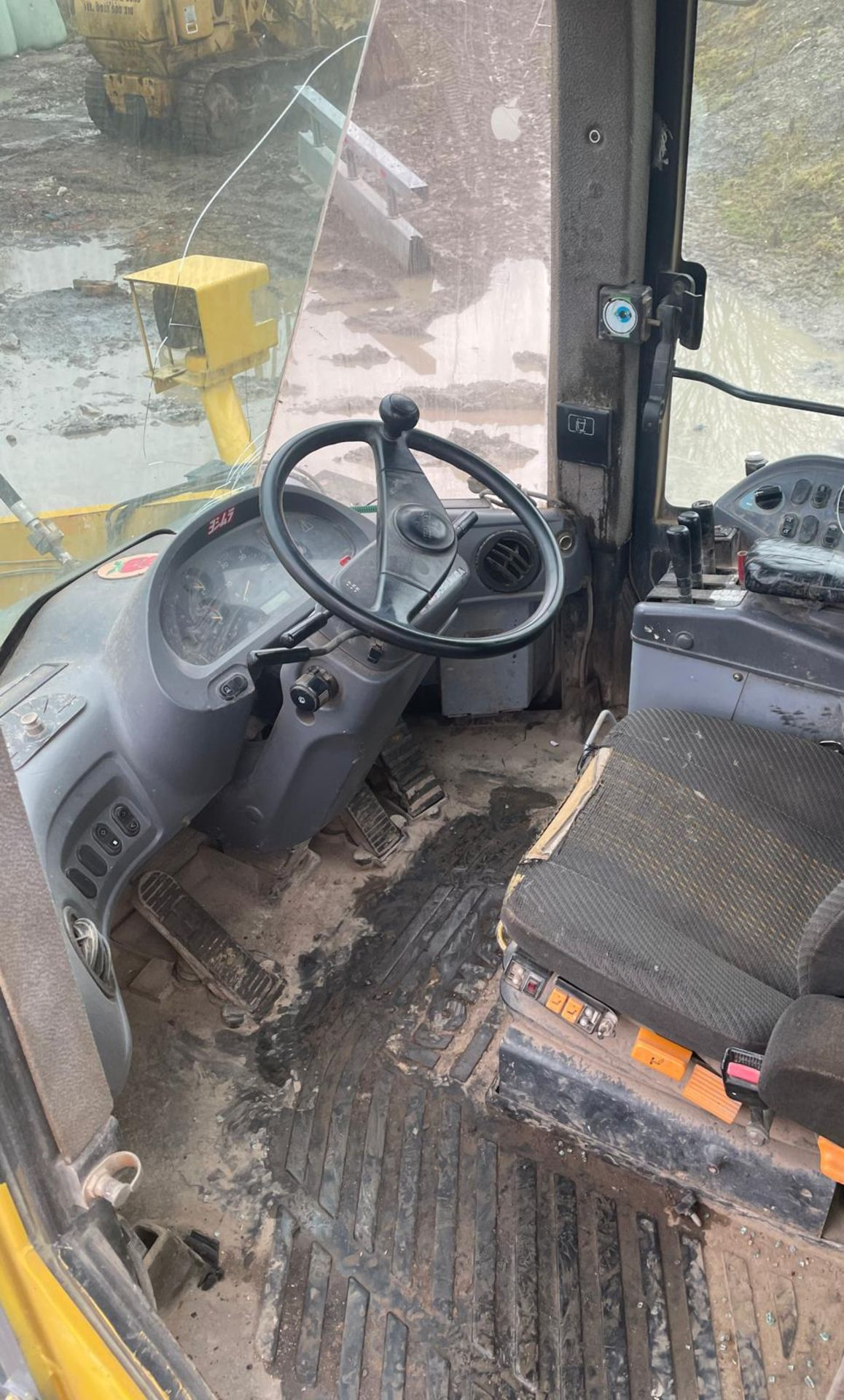 KOMATSU WA430 LOADING SHOVEL, HIGH TIP BUCKET, AUTO GREASING, SOLID TYRES, YEAR 2009 *PLUS VAT* - Image 4 of 8