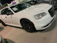 2015 CHRYSLER 300 HEMI 44,000KM - SOLD WITH MOT AND NOVA *PLUS VAT*