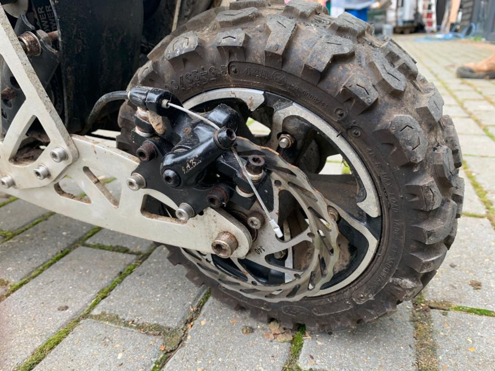 2-STROKE RIDE ON SCOOTER, RUNS AND DRIVES AS IT SHOULD *PLUS VAT* - Image 4 of 8